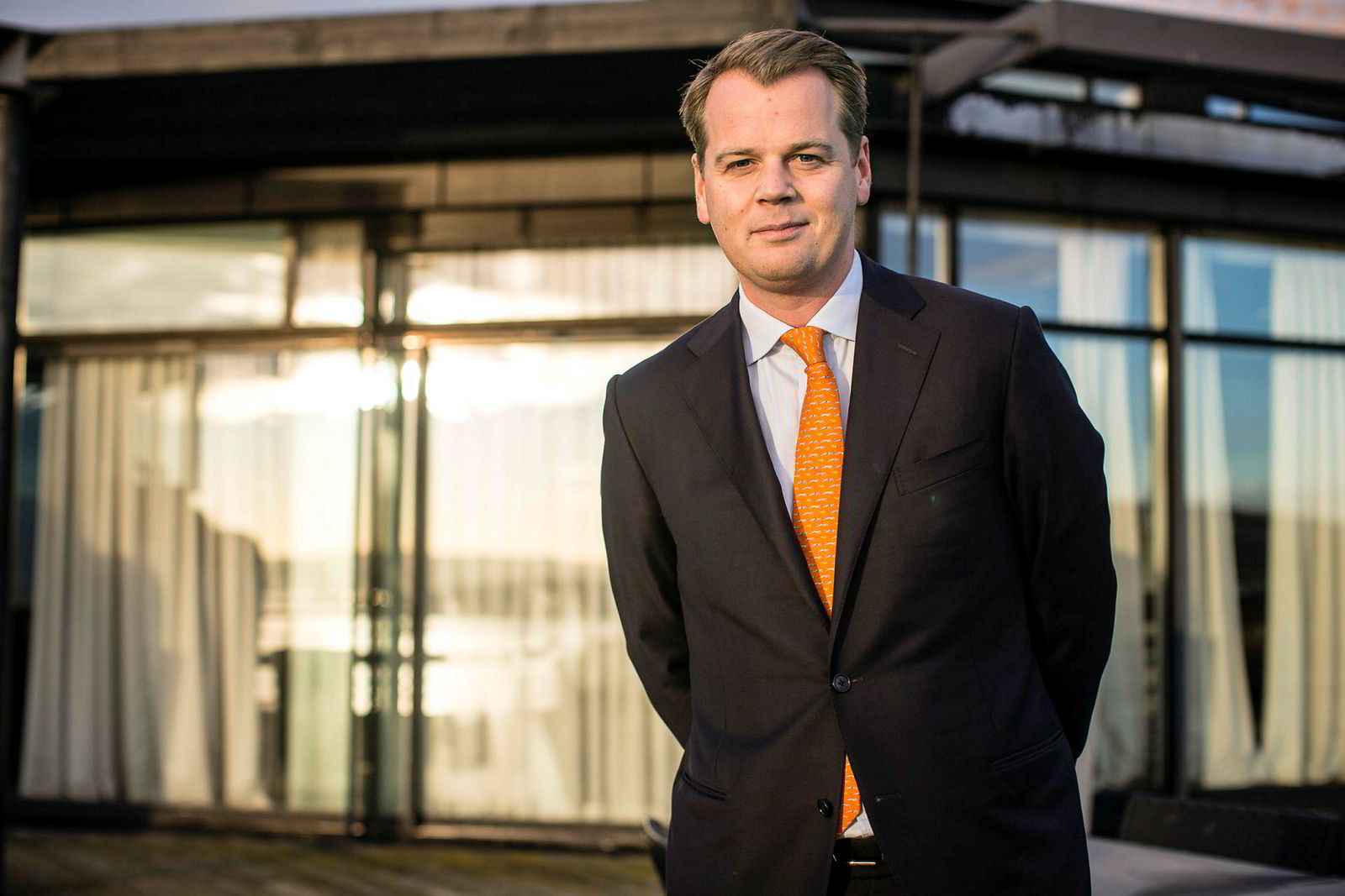Robert Hvide Macleod, Frontline-sjef, kjøper luksuseiendommer.