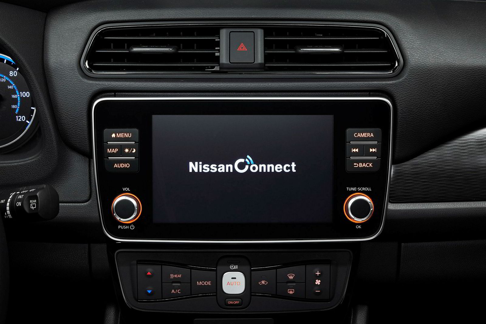 Innvendig får bilen en ny og større skjerm, men oppdatert programvare.