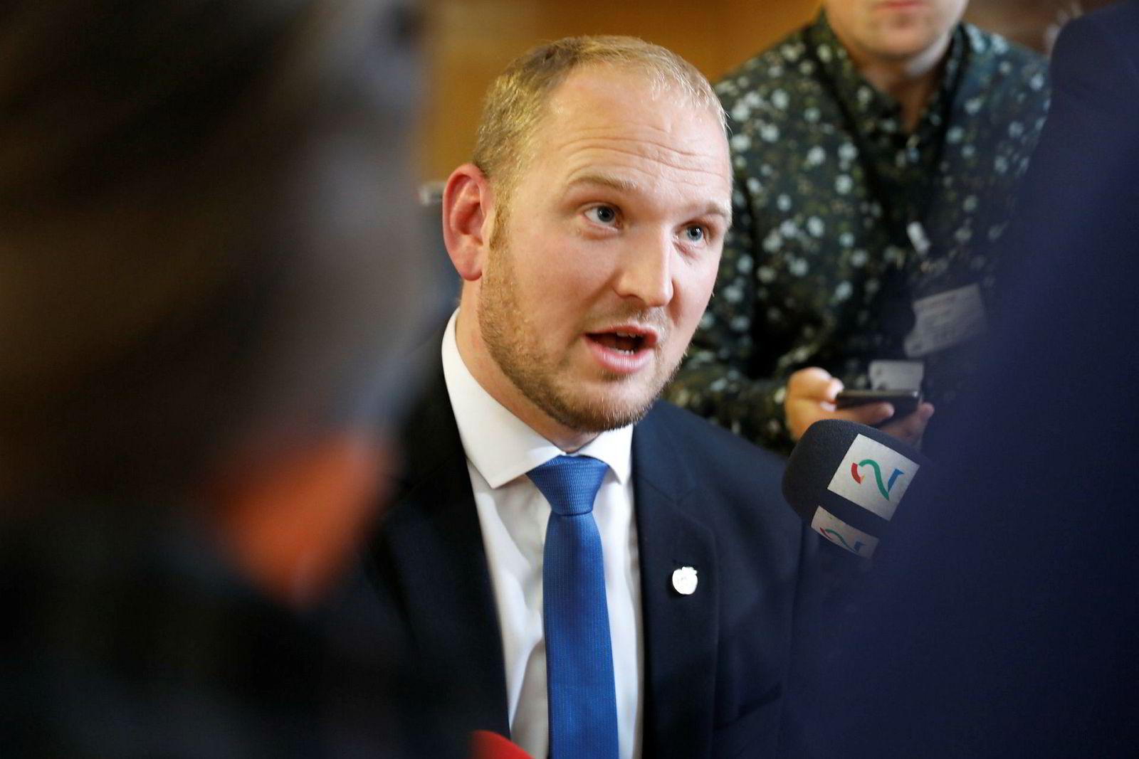 Samferdselsminister Jon-Georg Dale kommer vil snart sende et forslag på høring.