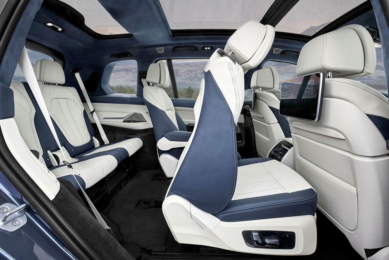 . BMW X7.