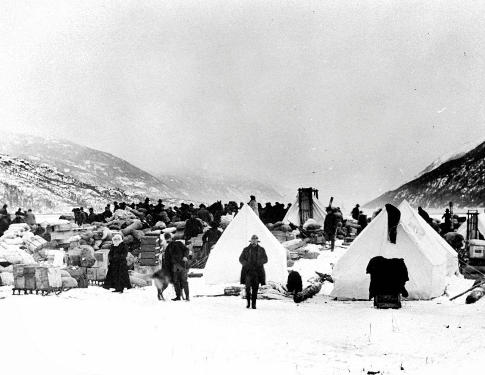 Gullgravere ved Lynnkanalen i Canada, på reise til Klondike for å søke lykken i 1897.