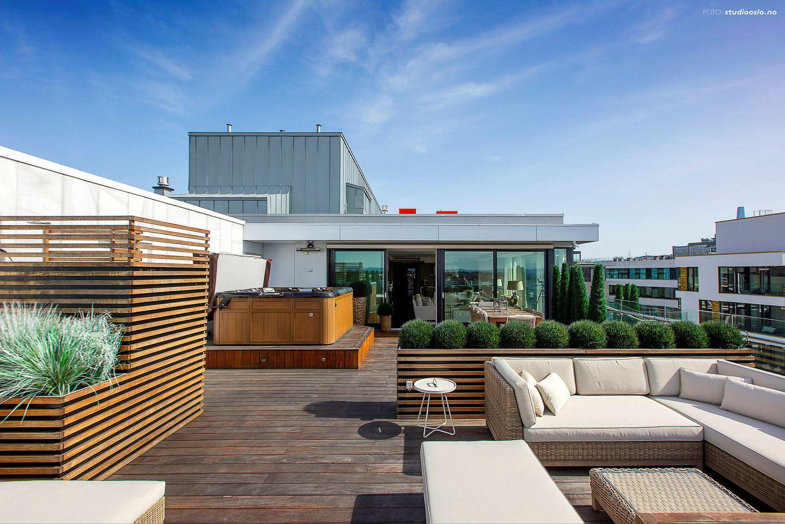 Tjuvholmen-leiligheten har en takterrasse på 108 kvadratmeter. Foto: Studio Oslo/ Nordvik & Partners