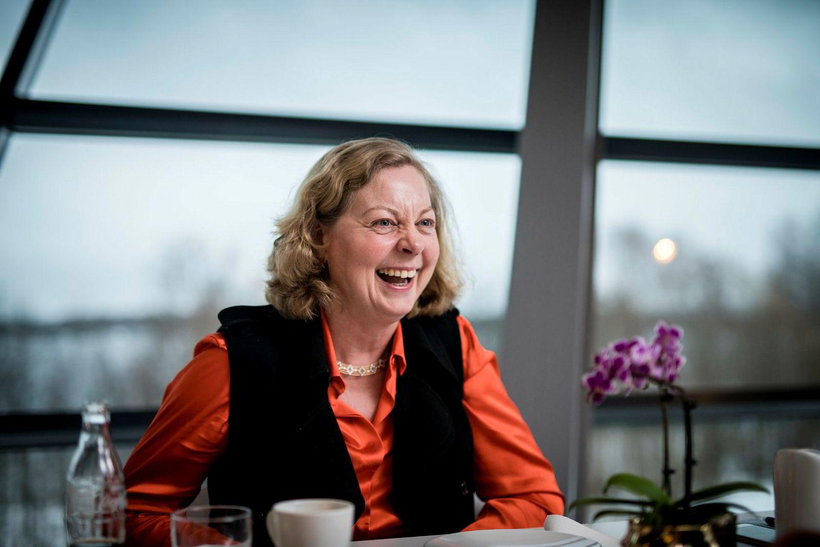 Administrerende direktør Berit Svendsen i Telenor Norge fikk i fjor en godtgjørelse som til sammen var 300.000 kroner høyere enn hva Abraham Foss fikk i Telia Norge.