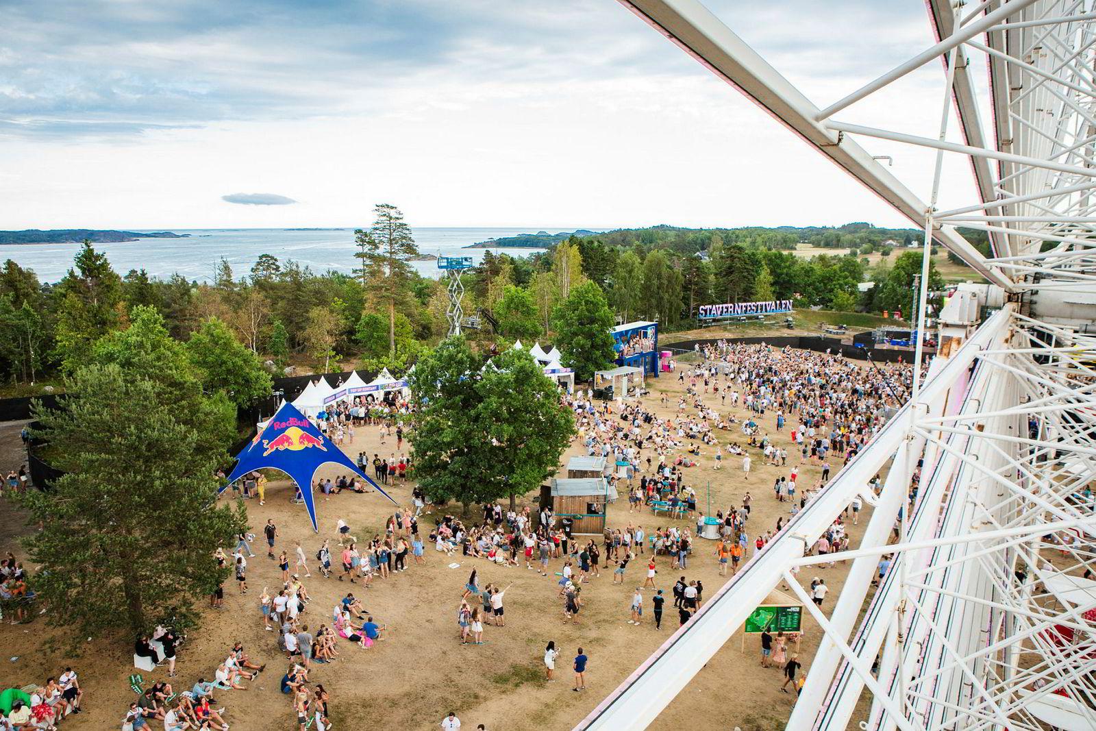 Sponsorer inntar musikkfestivalene. Spredt utover festivalområdet finner man Red Bull-telt, Norsk Tipping-terrasse, et pariserhjul med Coca-Cola-logo og en rekke andre tilbud fra samarbeidspartnere som vil eksponere seg for unge festivalgjengere.