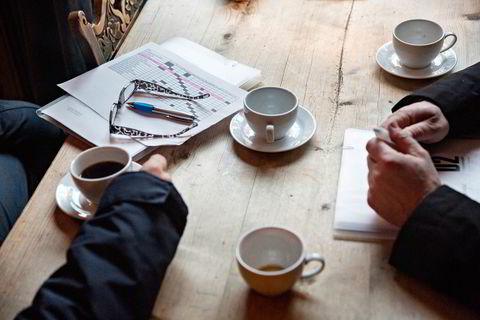 I pausene mellom testkjøringen, må karakterarkene fylles ut og kaffekoppene tømmes.