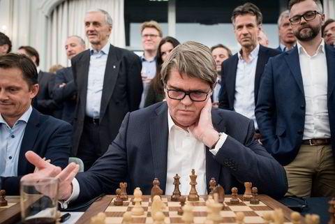 Jan Petter Sissener møtte verdensmester i sjakk Magnus Carlsen under et arrangement av Carlsens sponsor Arctic Security.