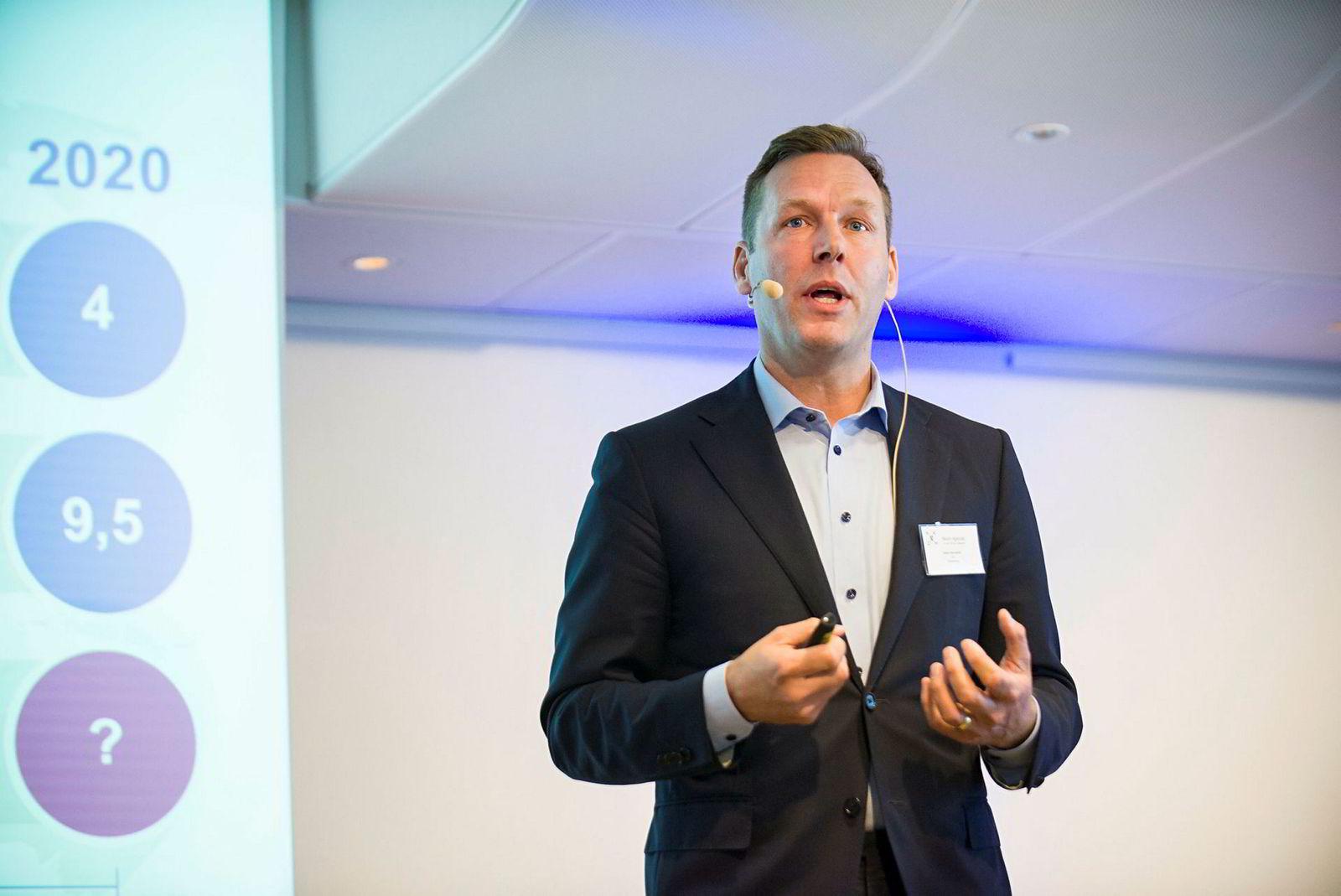 Konsernsjef Johan Dennelind i Telia tjente i fjor langt mer enn Telenors toppmann, Sigve Brekke.