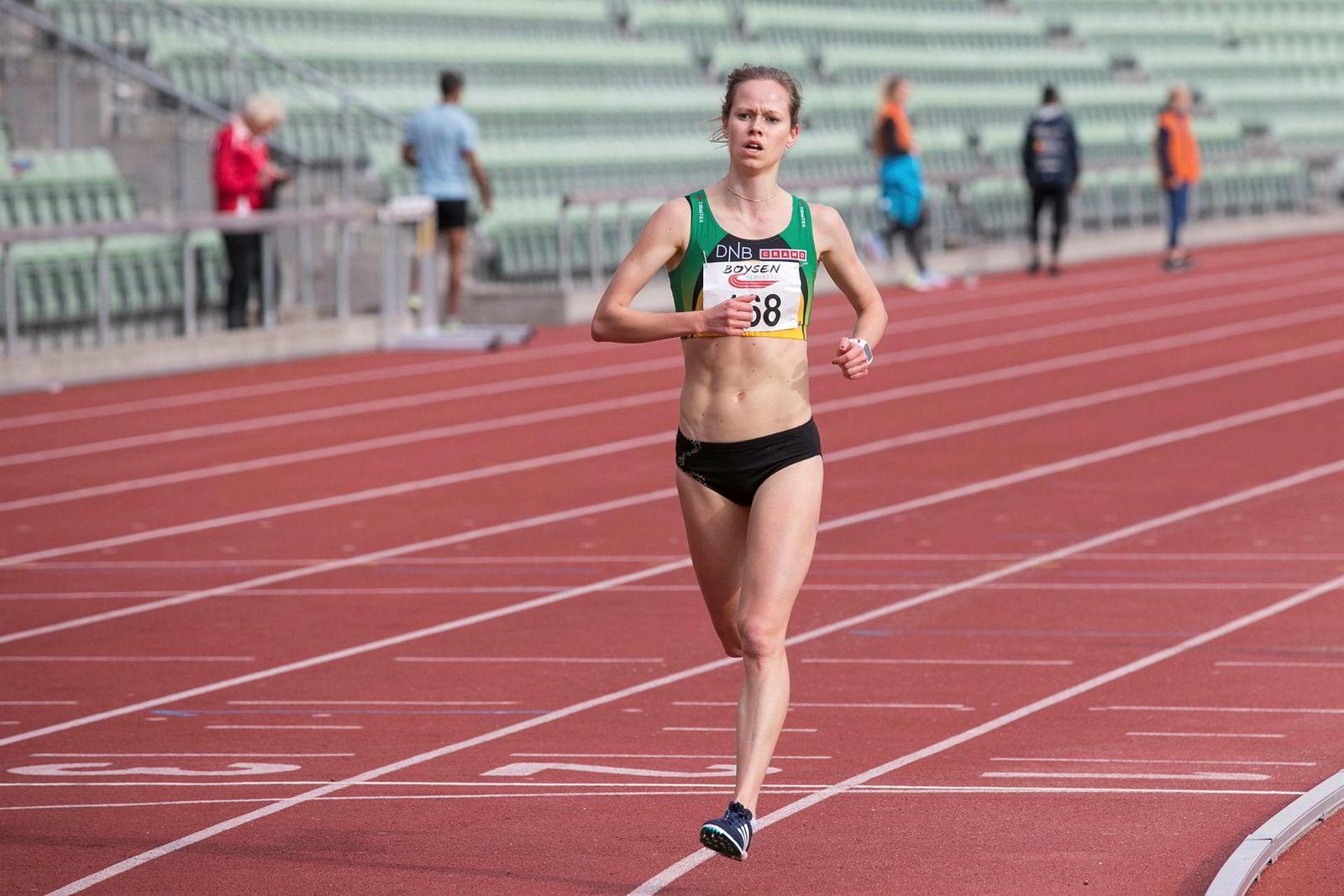 Silje Fjørtoft konkurrerer på bane, men tror trening i terreng gjør henne til en bedre løper. Her fra elitestevnet Boysen Memorial på Bislett stadion i Oslo i 2017 der Fjørtoft vant distansen 3000 meter.