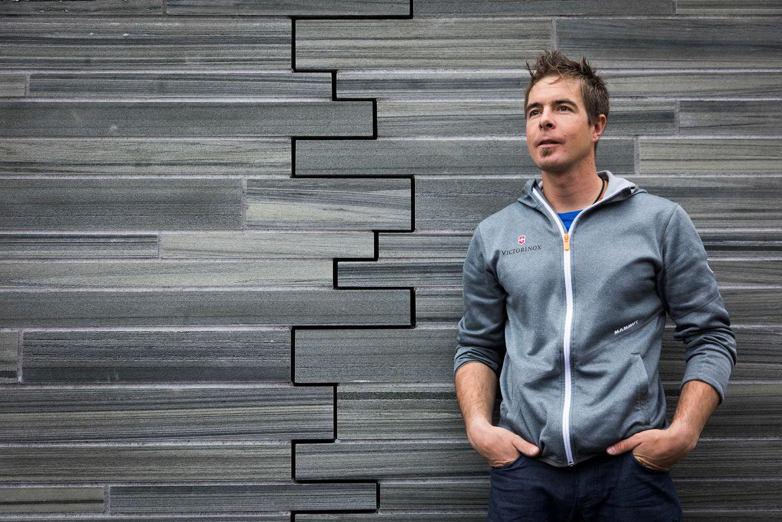 Dani Arnold er på jobb i Oslo og Hemsedal for sin klessponsor. Sveitseren har testet grensene med fartsrekorder i Alpene, men mener klatringen er innenfor hans komfortgrenser.