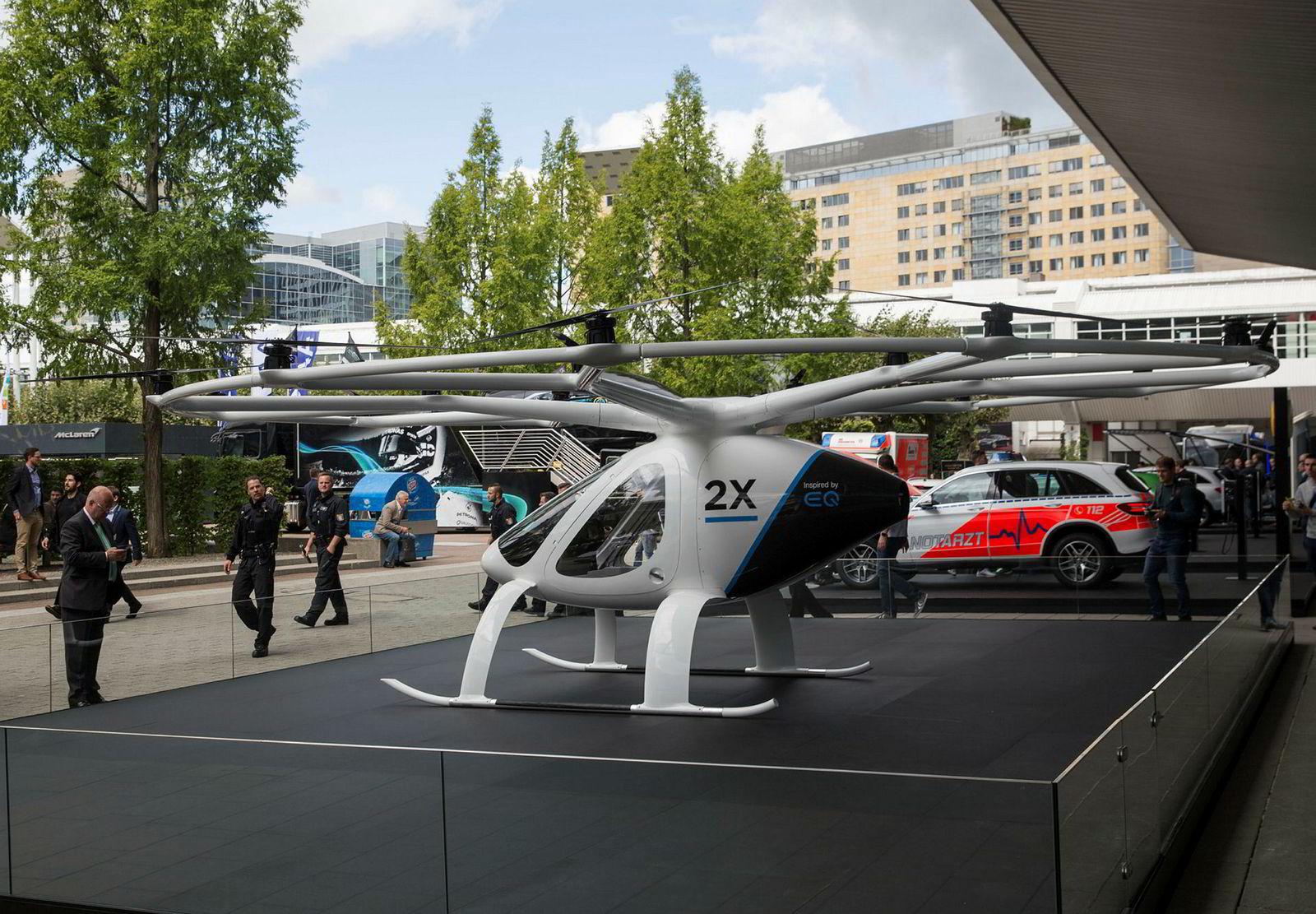 Volocopter skal bli en drone for transport av inntil fem personer. Her fra bilmessen i Frankfurt høsten 2017.