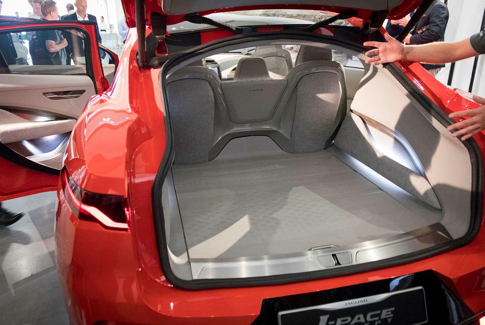 Jaguar I-Pace kombinerer to trender i markedet. Etterspørselen etter elbil og suv.
