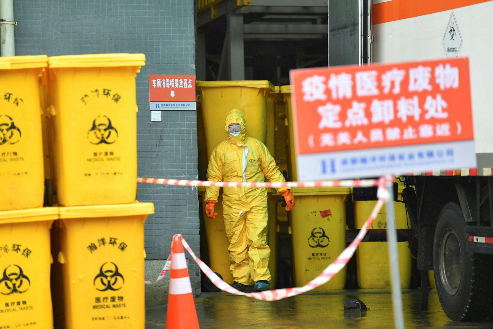 Utbredelse av koronaviruset har ført til mer enn 800 dødsfall og drøyt 37.000 smittede bare i Kina, ifølge oppdaterte tall søndag fra kinesiske myndigheter.