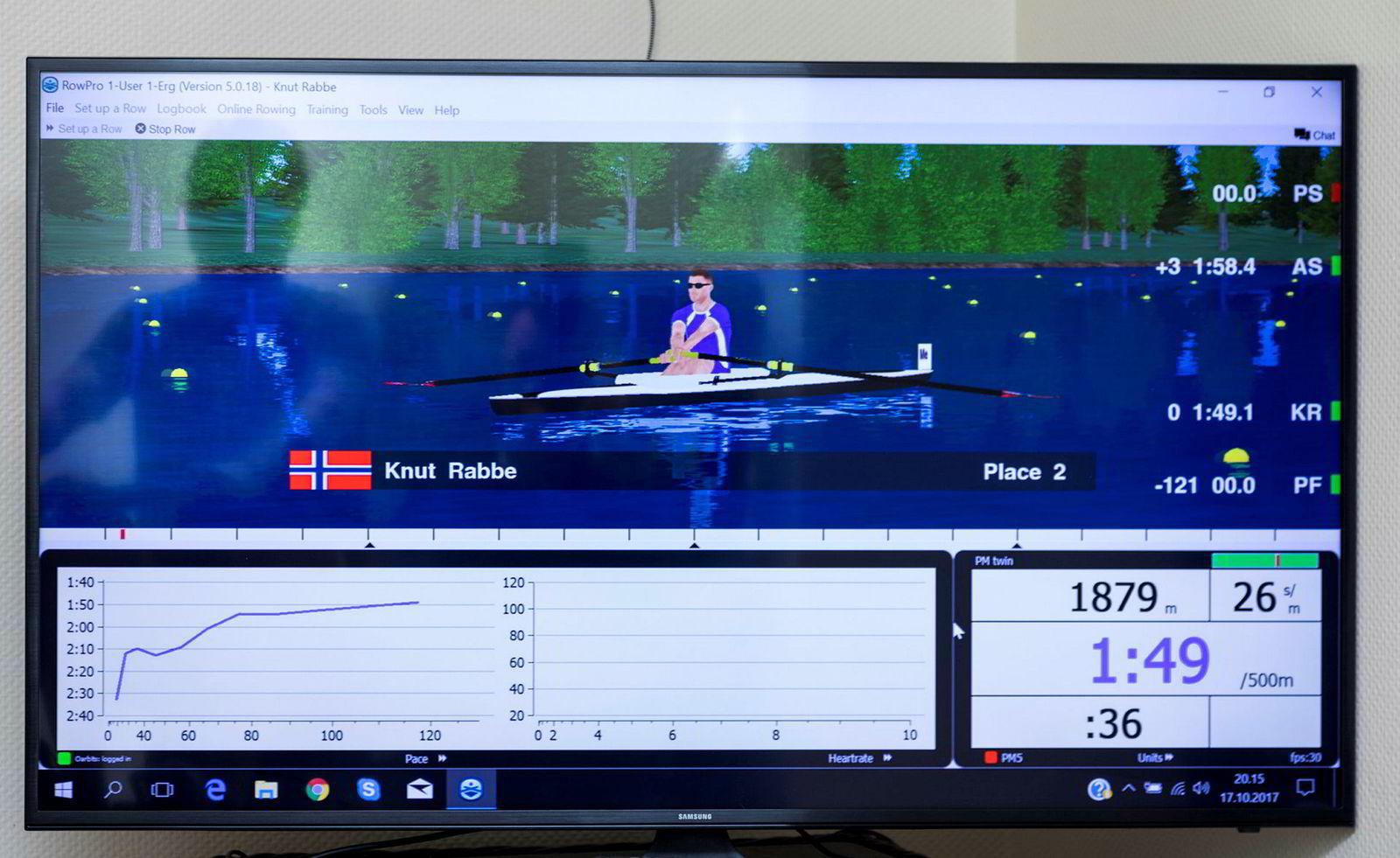 På tv-skjermen ser roerne blant annet hvordan de ligger i feltet, fart, rytme og hvor langt de har rodd.