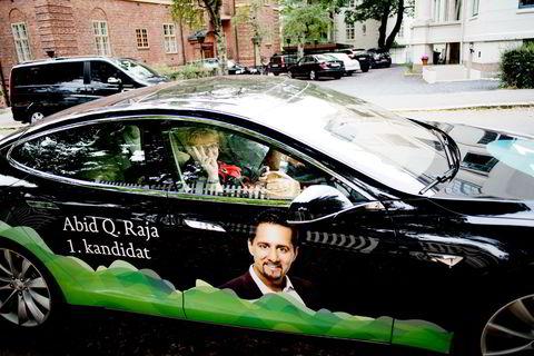 LÅNT BIL. Venstreleder Trine Skei Grande på vei til Aschehougs hagefest i Drammensveien, Oslo, i Abi Rajas nye Tesla. Foto : Luca Kleve-Ruud