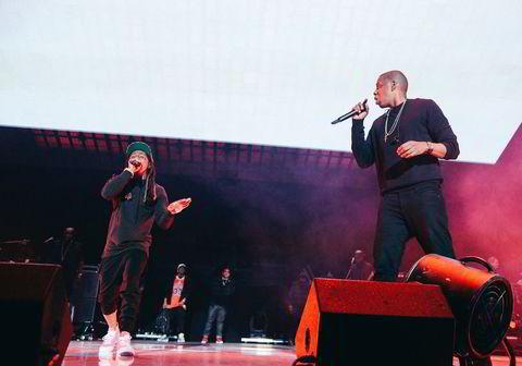Jay Z sto på scenen i Barclays Center i Brooklyn sammen med Lil Wayne.