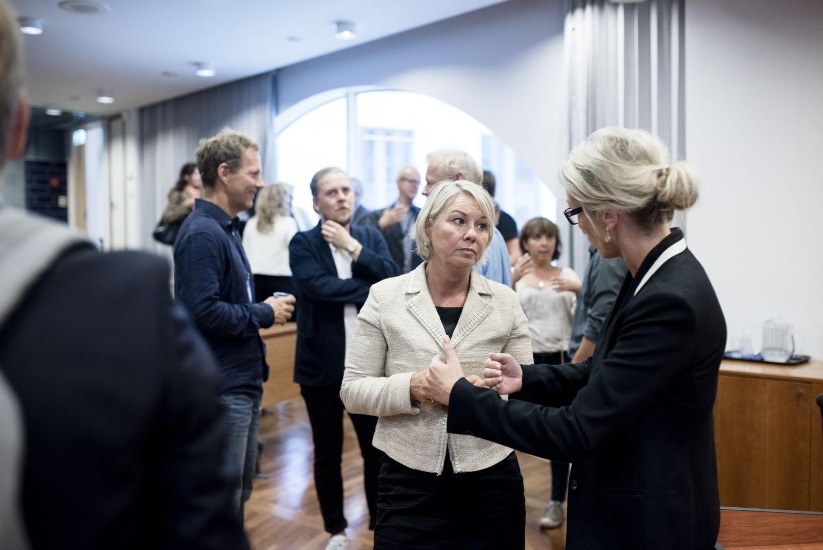 Næringsminister Monica Mæland mottok Innovasjon Norges budsjettønsker i form av et notat.