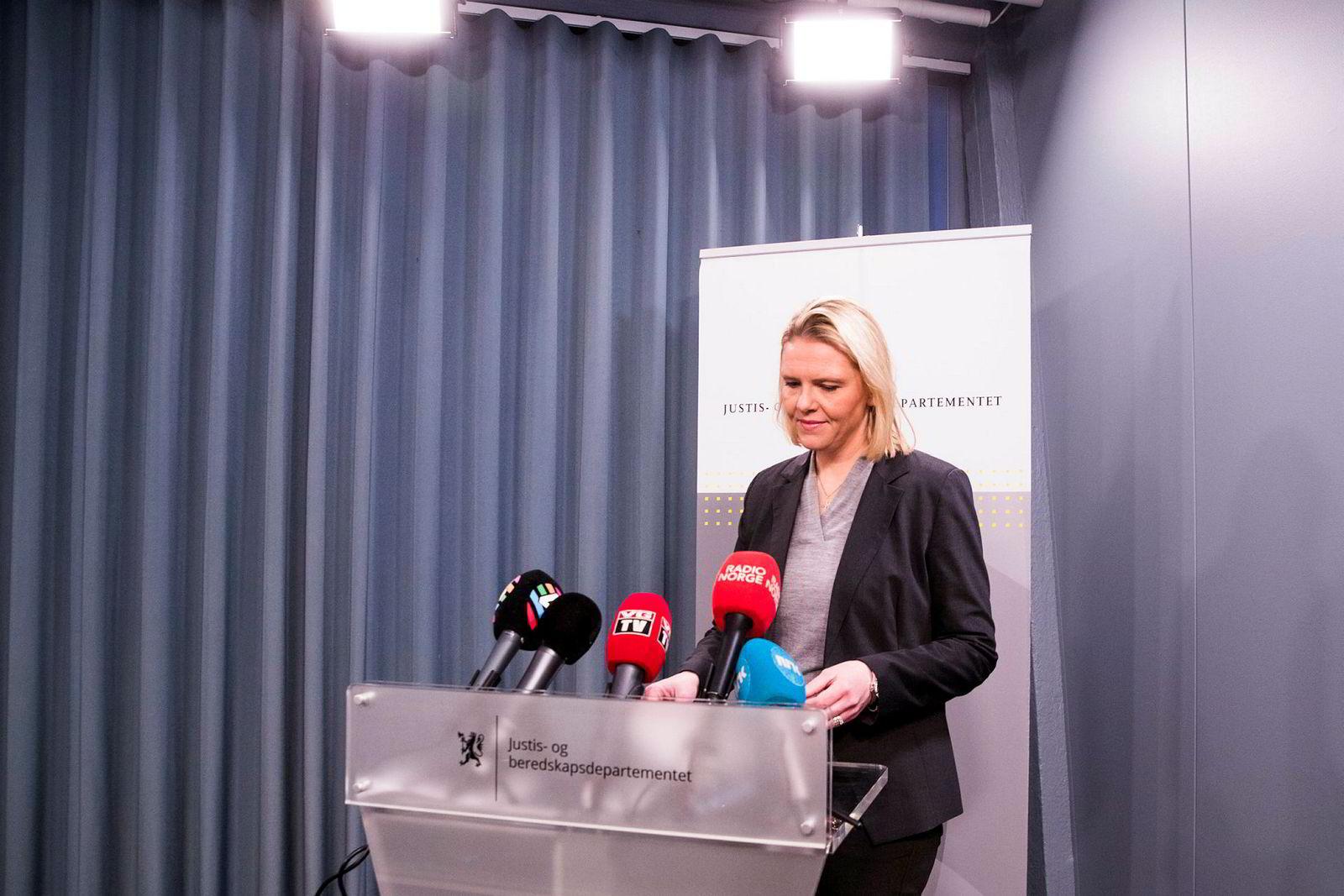 Sylvi Listhaug (Frp) trakk seg som justisminister etter en omstridt Facebook-post.