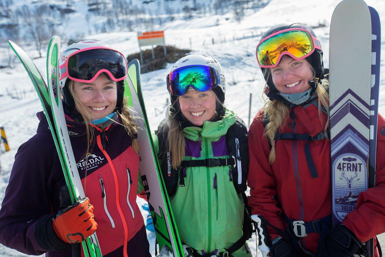 Kamilla Bratteteig, Ane Evjen Mathiesen og Synnøve Medhus kjører mye bratt på ski sammen.