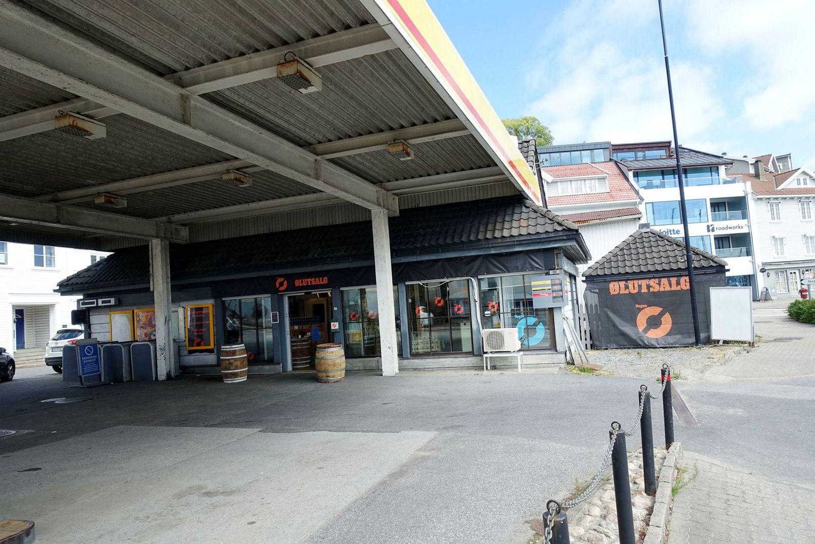 Nøgne Ø har inntatt Shell-stasjonen i Grimstad sentrum like ved gjestehavnen med popup ølutsalg.