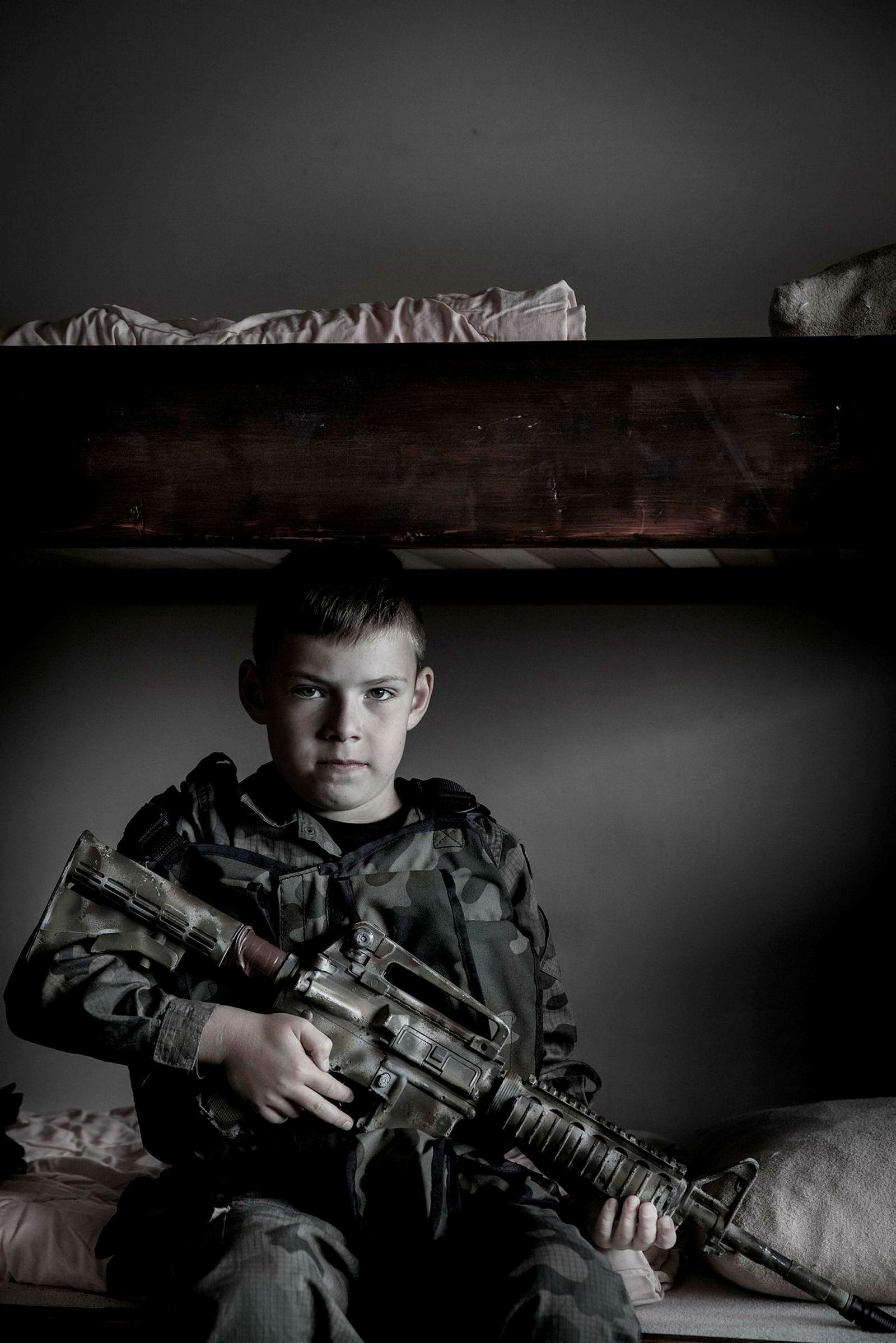 Slawomir Szczerkowski jr. brukte sommeren sin på våpen- og selvforsvarssommerleir for barn mellom ti og tolv år i Nowy Sacz i Polen.