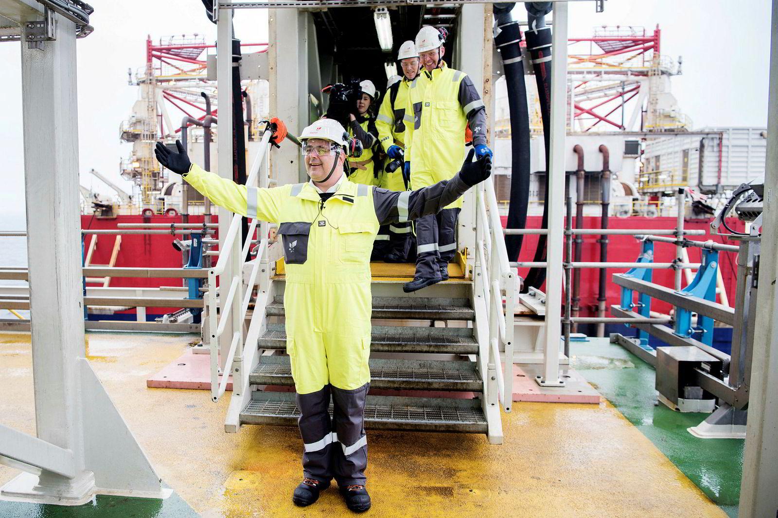 Sola/Nordsjøen, 9. oktober 2018:Tidligere olje- og energiminister Kjell-Børge Freiberg  var en av dem som jublet høylytt over utbyggingen da han besøkte feltet. Han fikk høsten 2018 æren å trykke på elektrisitetsknappen ombord. Det var mye politisk diskusjon rundt elektrifiseringen av feltet. Det ble banket gjennom. Strøm fra land anslås å redusere CO2-utslippene fra feltet med mer enn 620.000 tonn CO2 per år, til sammen mer enn 25 millioner tonn CO2 gjennom feltets levetid. Etter 2022 skal feltet også levere strøm fra land til andre felt på Utsirahøyden, blant annet Edvard Grieg, Ivar Aasen og Gina Krog.