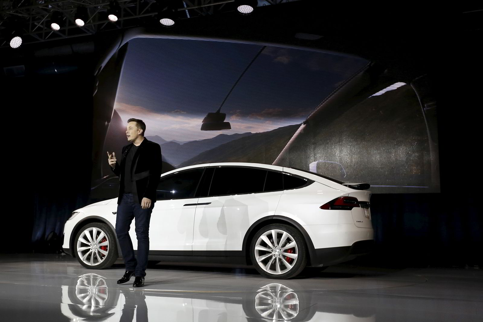 Tesla-gründer og eier Elon Musk under presentasjonen av Model X i California, USA ifjor høst. FOTO: