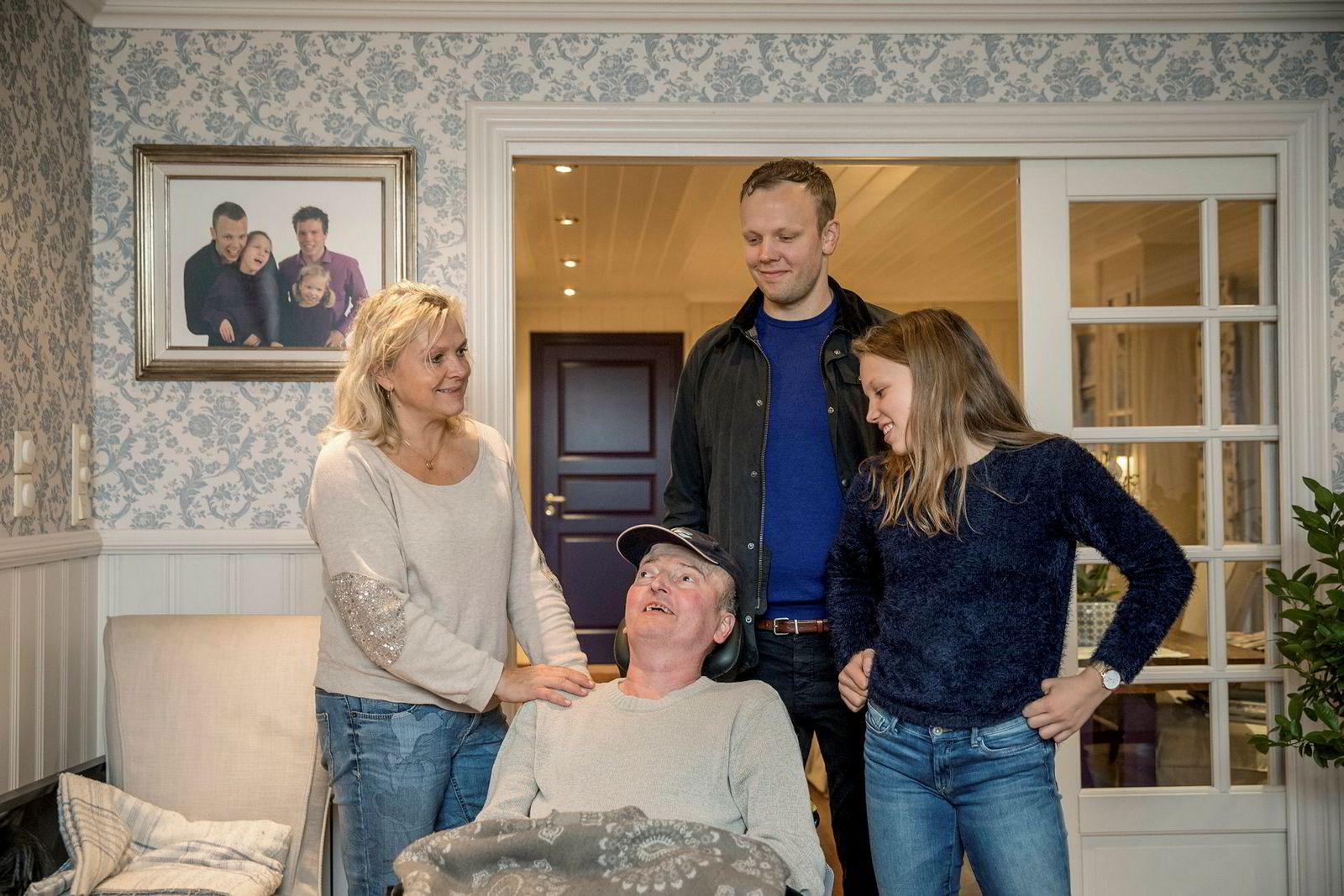 Nylig avdøde Knut Frode Eide bygget opp bedriften som hans far startet i det små. Da DN var innom i oktober, var han ennå hjemme, omkranset av sin kone Randi Herre Eide og to av de fire barna; Sondre og Bjørg Marit.