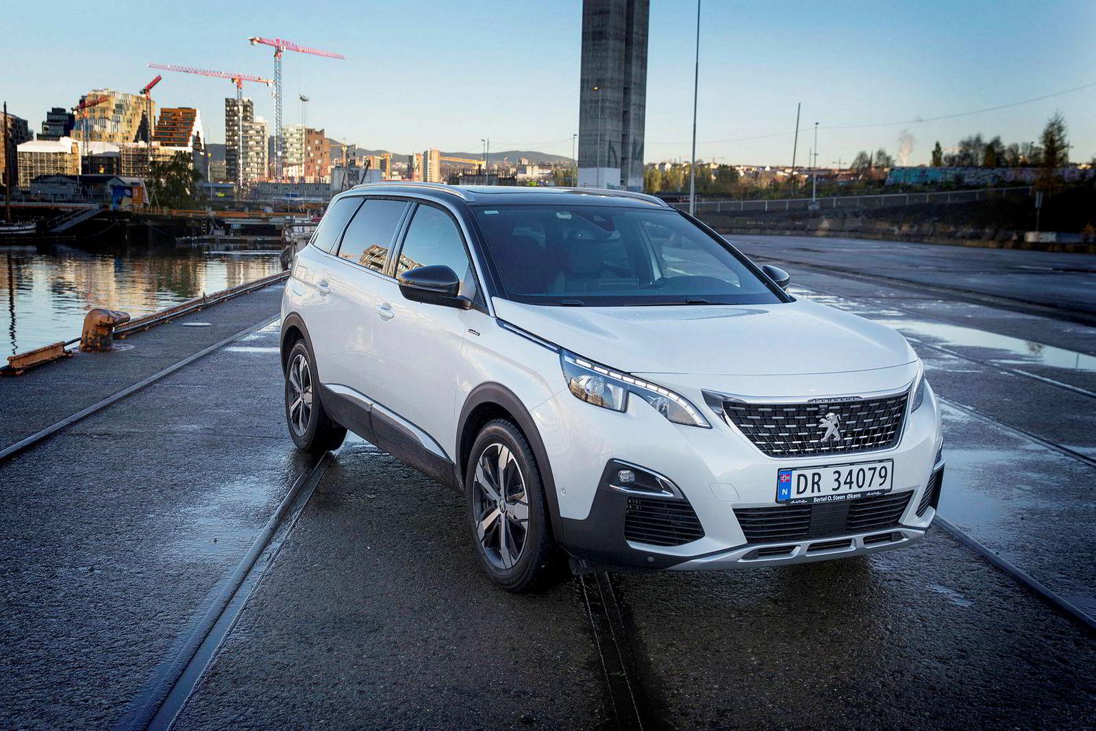 Selv om den ser stor ut, er ikke Peugeot 5008 mer enn 464 centimeter lang.