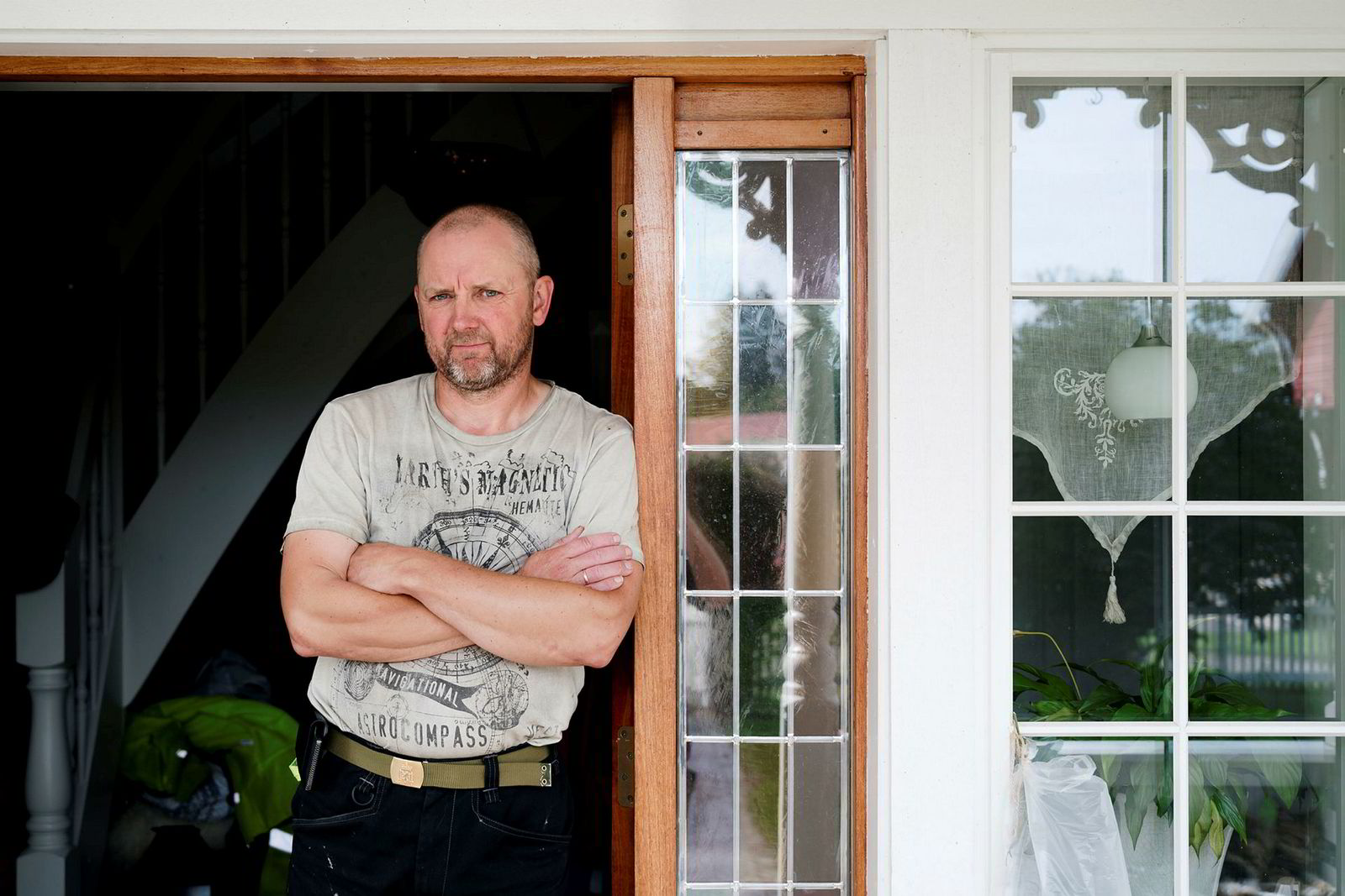 Hans-Harald Fallet Habberstad hjemme på gården på Algarheim ved Jessheim. Han og kona Frøya Habberstad eier et småbruk og feriested på Kvaløya, og er derfor grunneiere i en av to vindparker på Kvaløya.