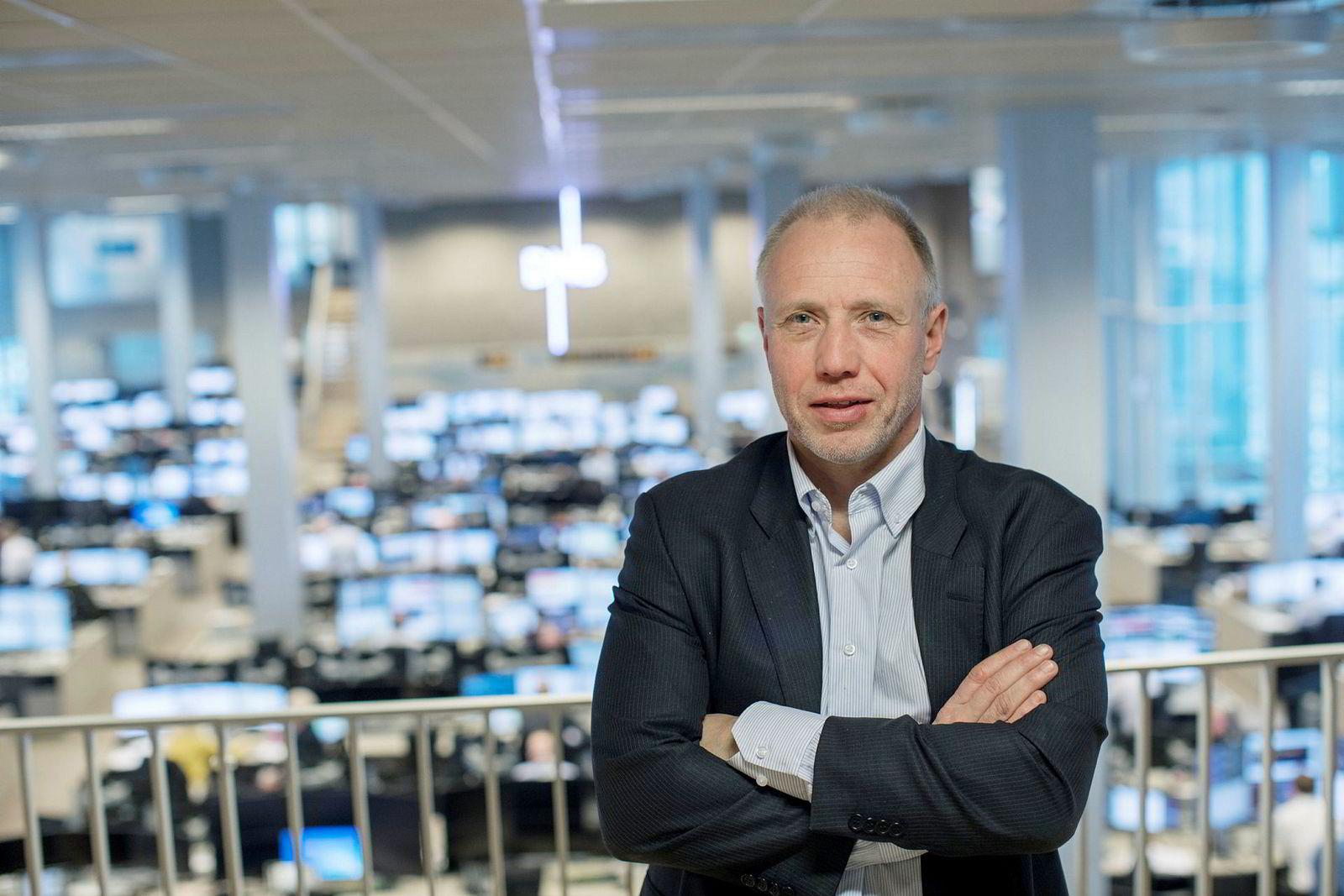 Kristian Tunaal, porteføljeforvalter i Alfred Berg, sammenligner aksjemarkedet med en uthvilt bokser. Han mener det må mer til før de store utslagene synes i markedene.