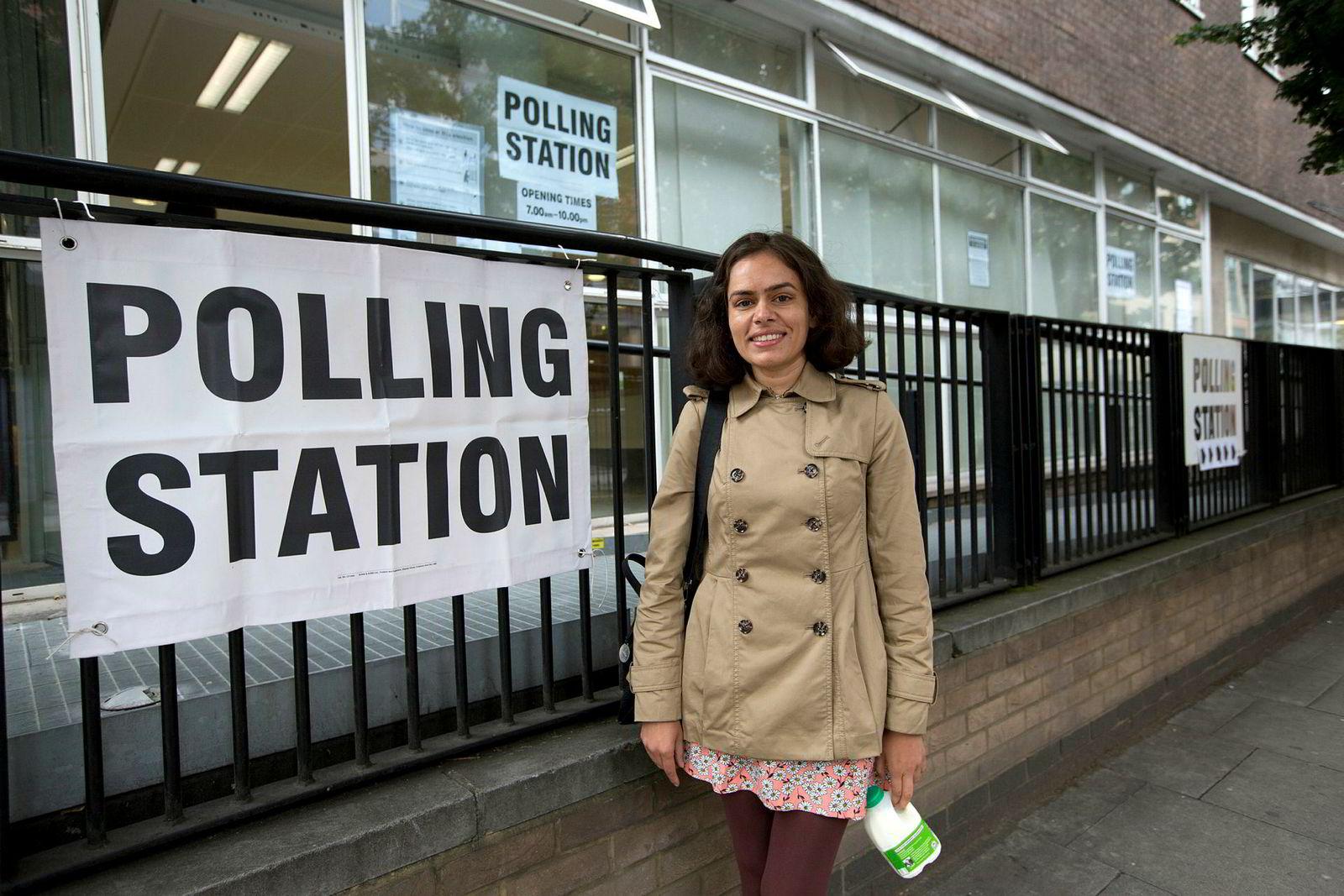 Prerna Bhardwaj fra London stemte på arbeiderpartiet Labour torsdag, blant annet på grunn av partiets forslag om å skrote studieavgiften.
