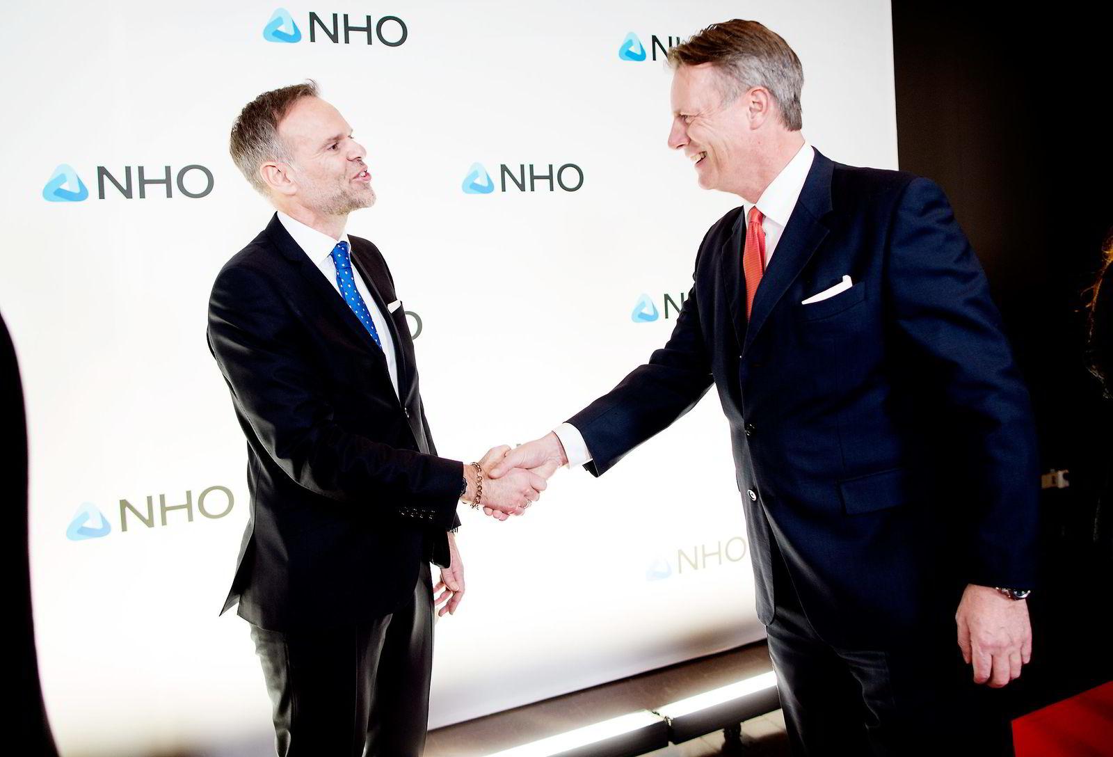 Johan H. Andresen (til høyre) hilser på NHO-president Tore Ulstein.