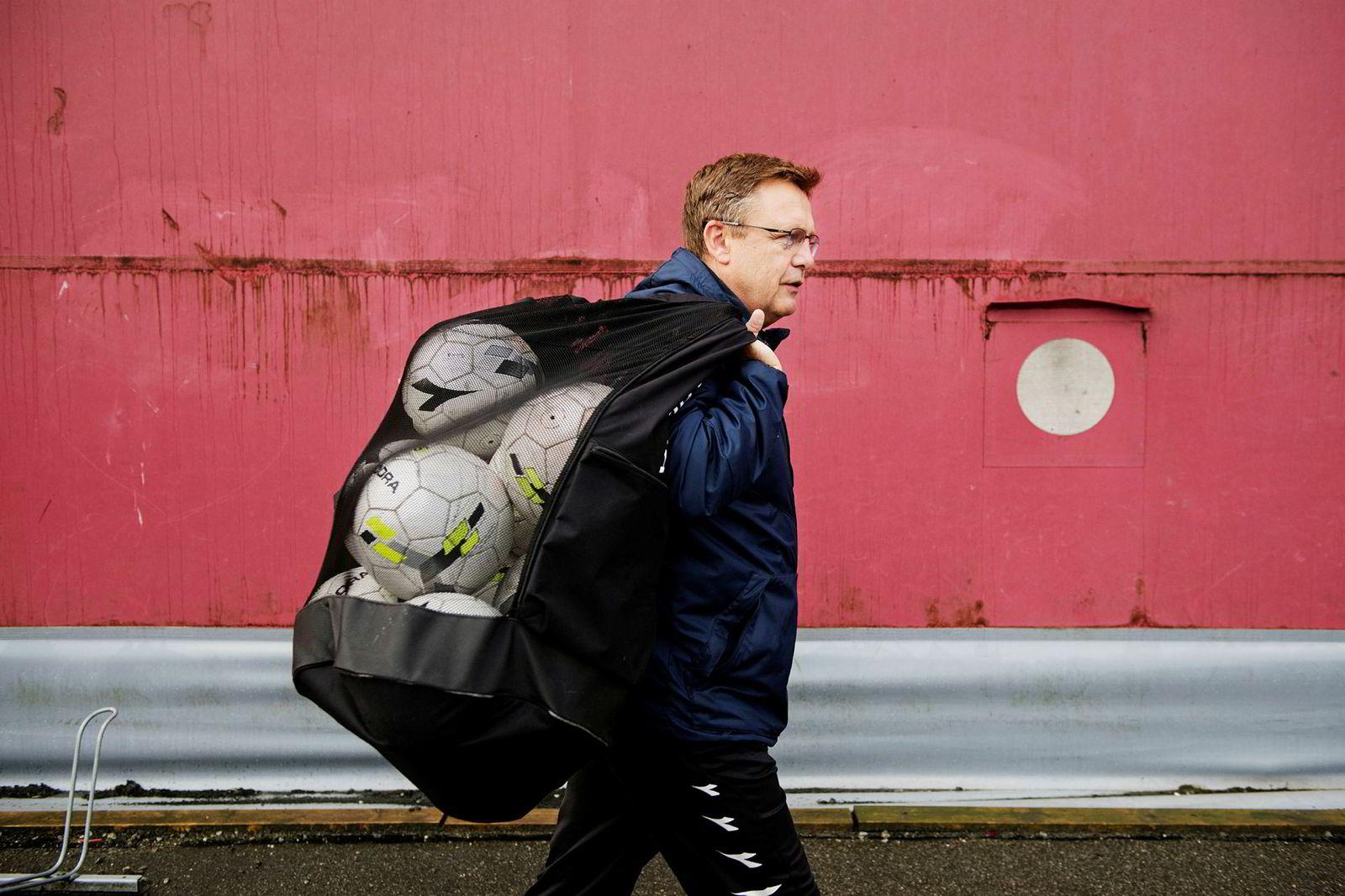 – Jeg har alltid strebet etter å se alle spillerne, sier Alf Ingve Berntsen som i mange år har trent barn og unge på fotballbanen.