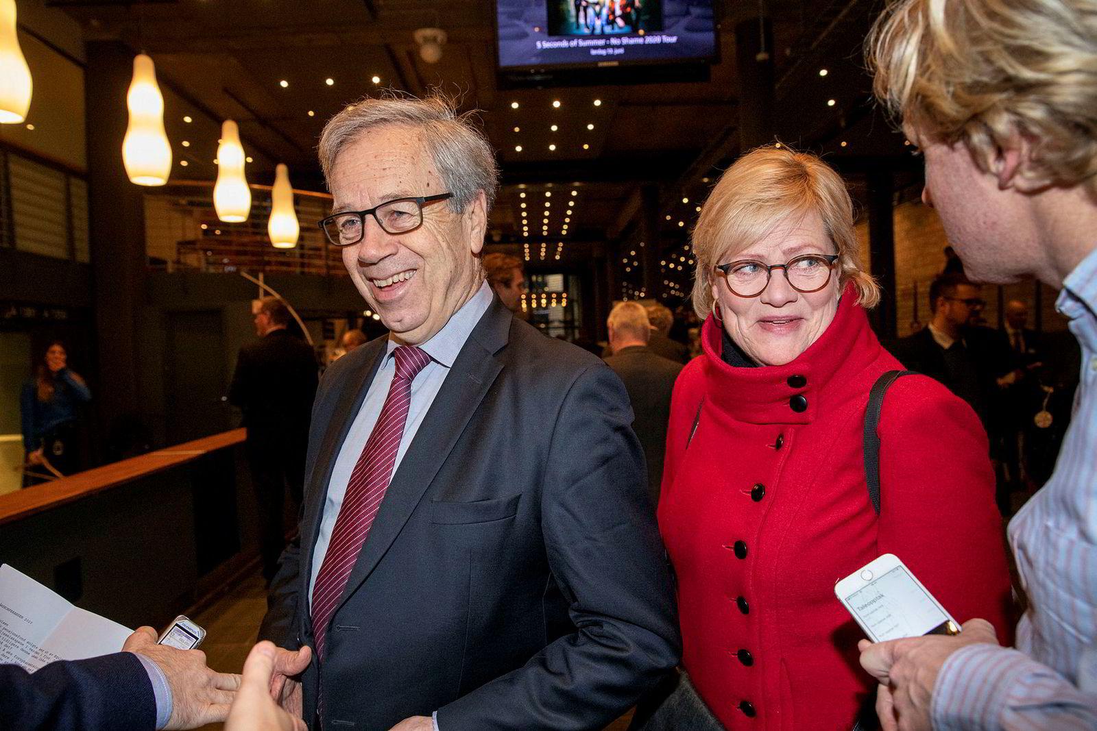 Kristin Halvorsen har ingen planer om å redusere eksponeringen mot Børsen som følge av markedsuro. Sentralbanksjef Øystein Olsen til venstre.