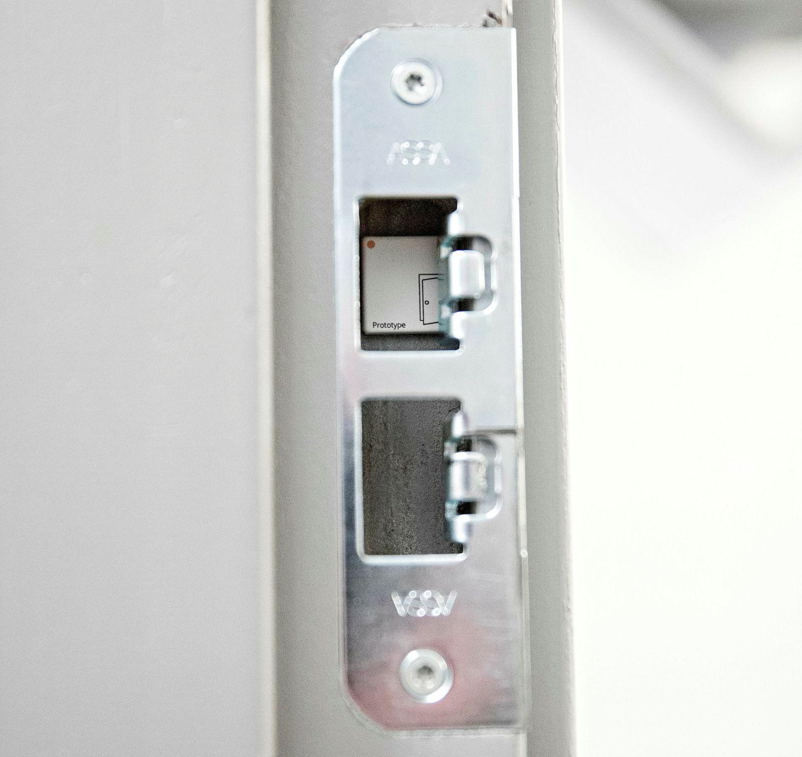 Sensorene fra Disruptive er så små at de kan klistres opp inne i låsen på toalettene, og måle antall ganger toalettet brukes. Batteritiden er anslått til 15 år.