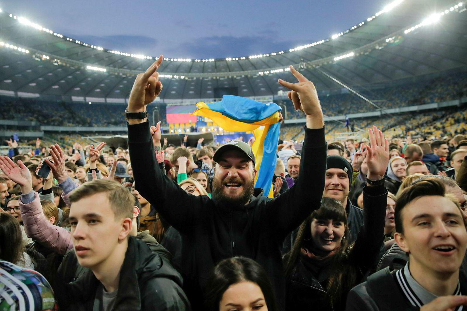 Den olympiske arenaen i Kiev under et velgermøte 19. april. Søndag kan ukrainere en gang for alle slå fast hvem som blir landets president.