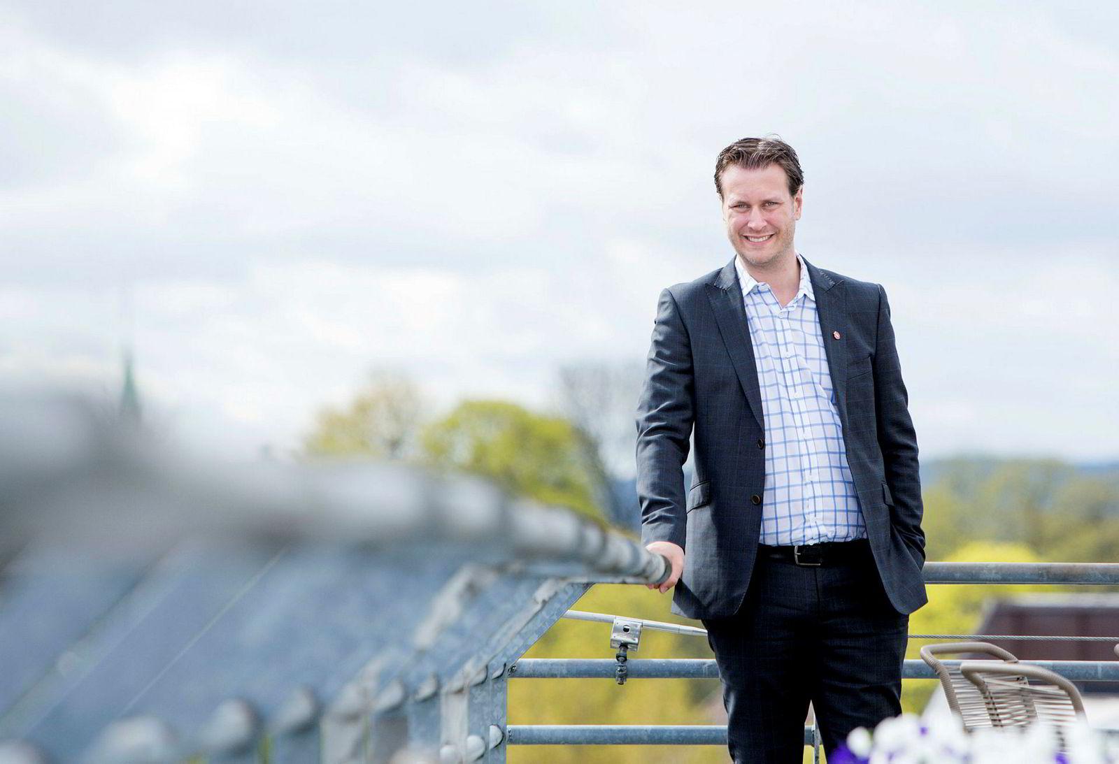 Helge André Njåstad (Frp) er stortingsrepresentant og nestleder i finanskomiteen på Stortinget.