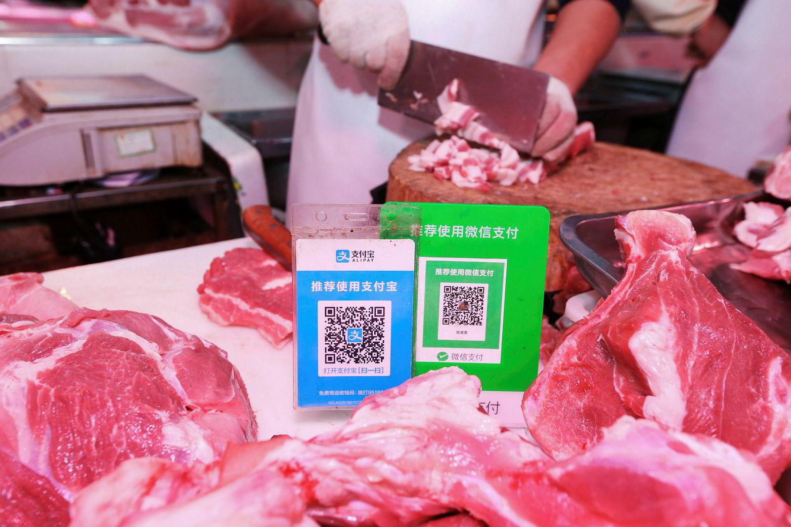 Med et sveip og skanning av en QR-kode kan over 700 millioner kinesere betale med apper som Alipay og WeChat på smarttelefoner. Banktoppen Finn Haugan er imponert over kinesisk finansteknologi. – Det har vært voldsomme inntrykk. Det vil ta uker før jeg har absorbert alt, sier han.