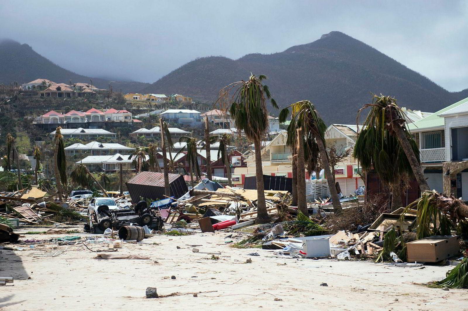 Slik ser det ut flere steder på det karibiske ferieparadiset St. Martin, en øy som er delt i en fransk og nederlandsk del, etter stormen Irma. Her fra Orient Bay på den franske siden.