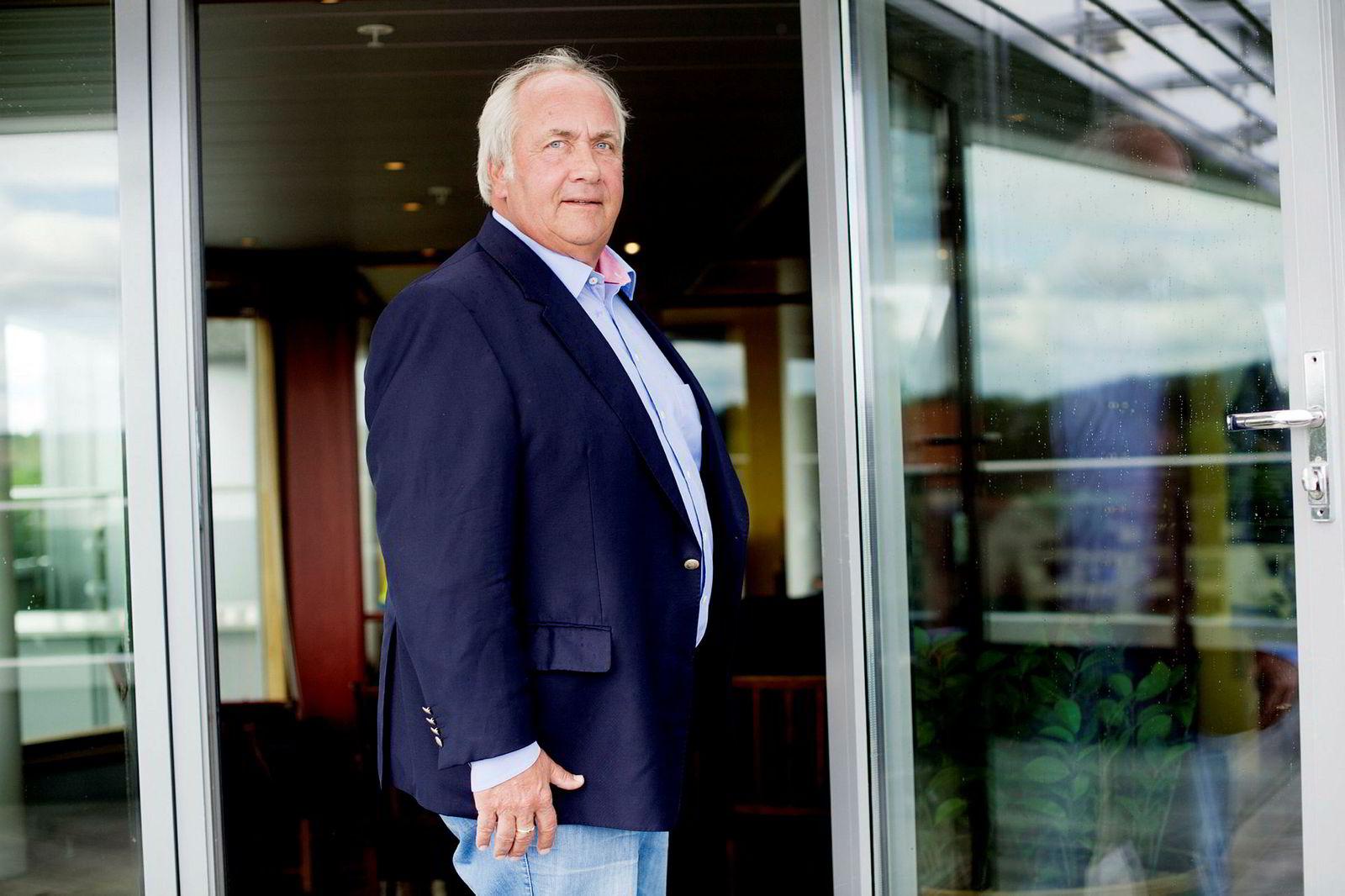 Torstein Tvenge er litt usikker på hvor lenge han har eid tomten som nå er solgt for 32 millioner kroner, men tror det er en del over 20 år.