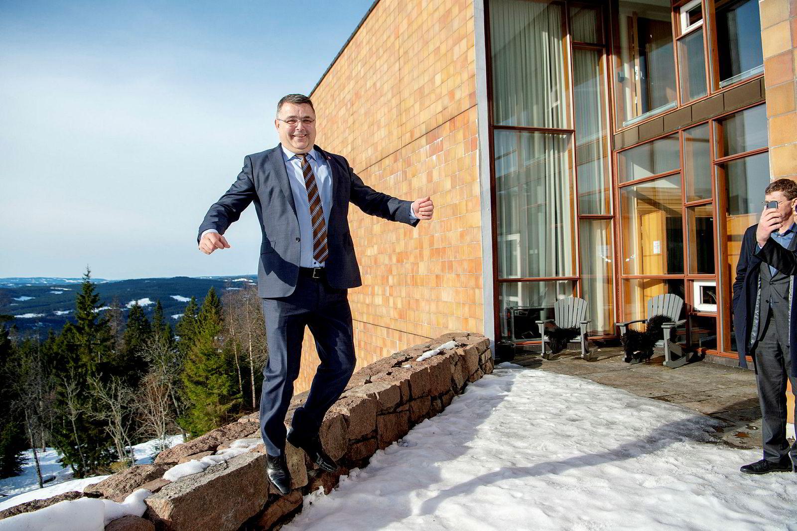 Olje- og energiminister Kjell-Børge Freiberg hoppet i det da han innledet klimakonferansen på Soria Moria tirsdag, og serverte et budskap flere av tilhørerne mislikte.