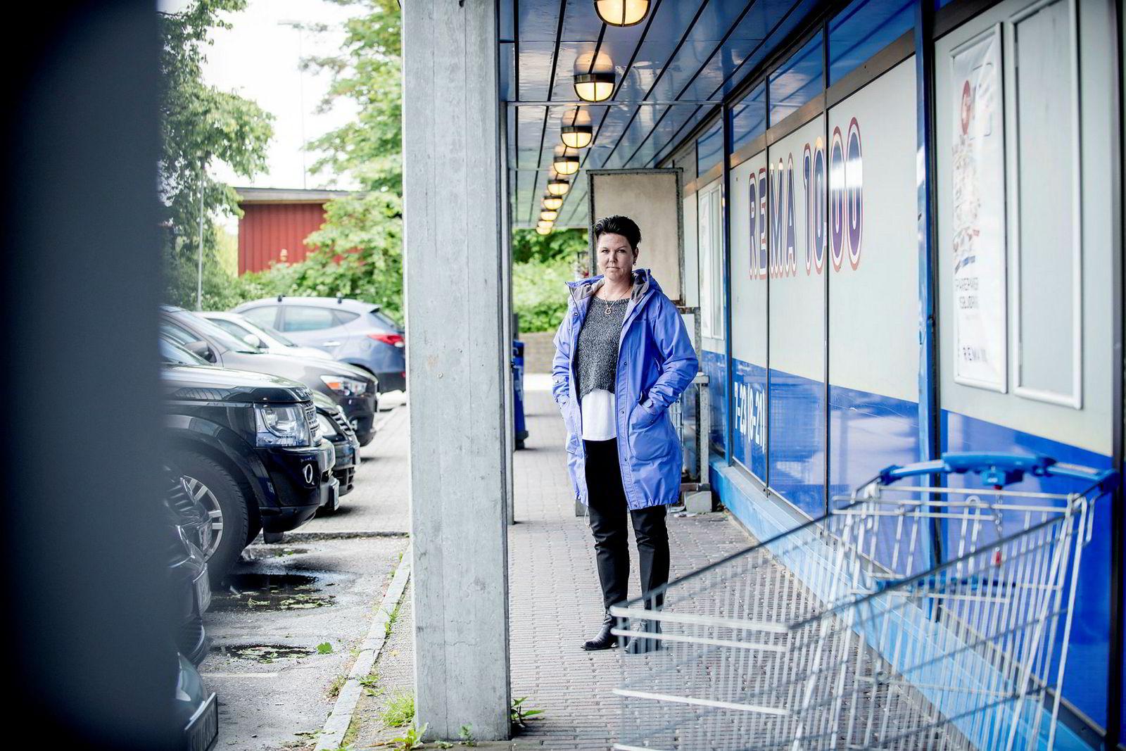 Vibecke Wiik tilbake på Rema i Fyllingsdalen hvor hun forteller at hun jobbet tidlig og sent i tre år, før hun solgte butikken til Rema for én krone. Ekteskapet røk på veien.