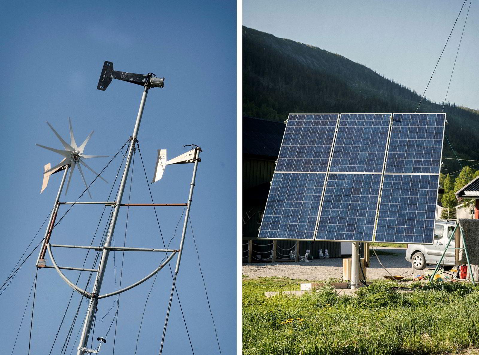 Et tolv meter høyt tårn huser vindmøllene, solcellepanelene står vendt i beste retning.