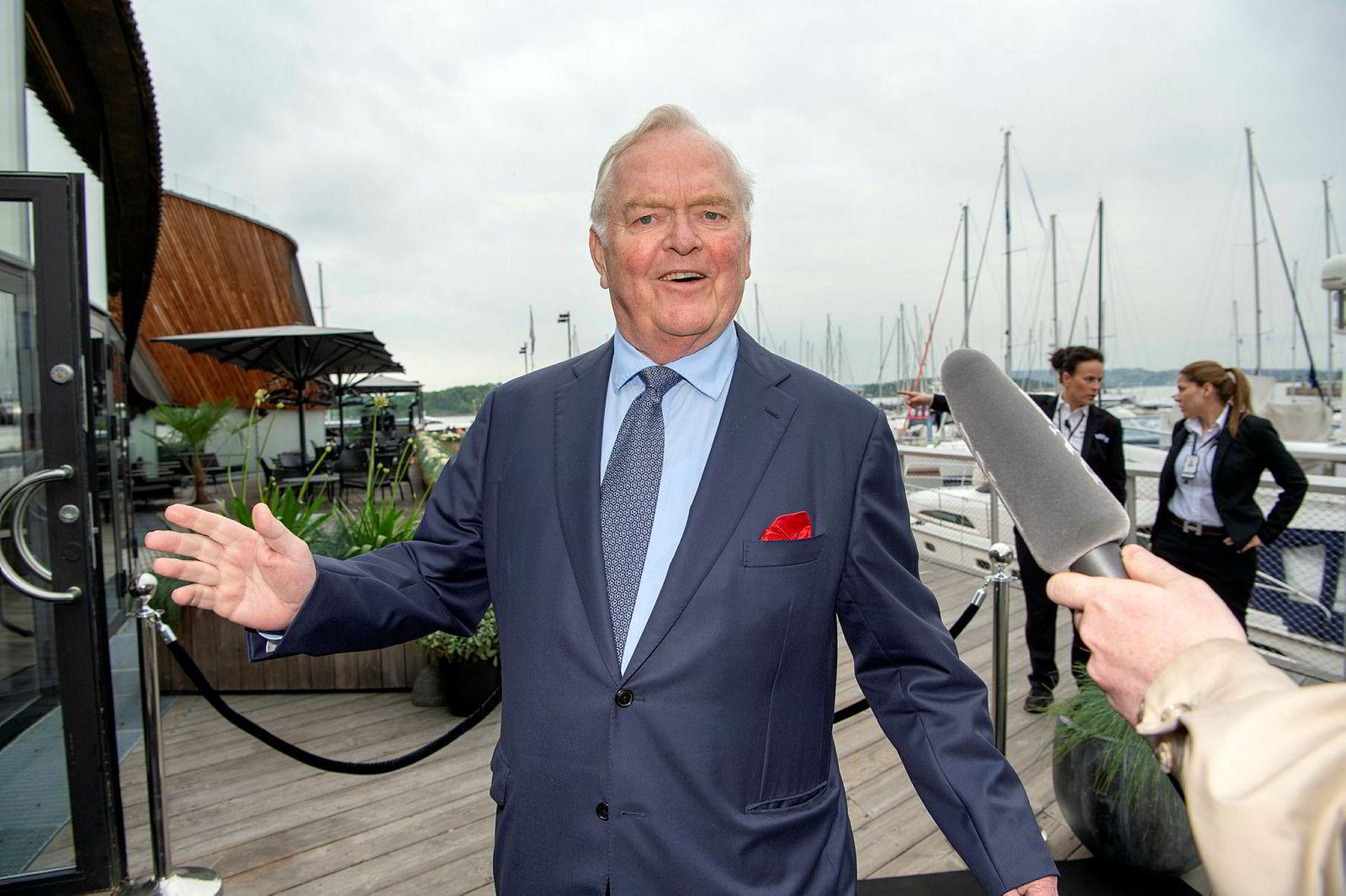 Skipsreder Herbjørn Hansson koste seg på Fredriksens 75 års dag. – Jeg liker å ha venner. Det er mye bedre å ha venner, enn uvenner, sa han på vei inn.