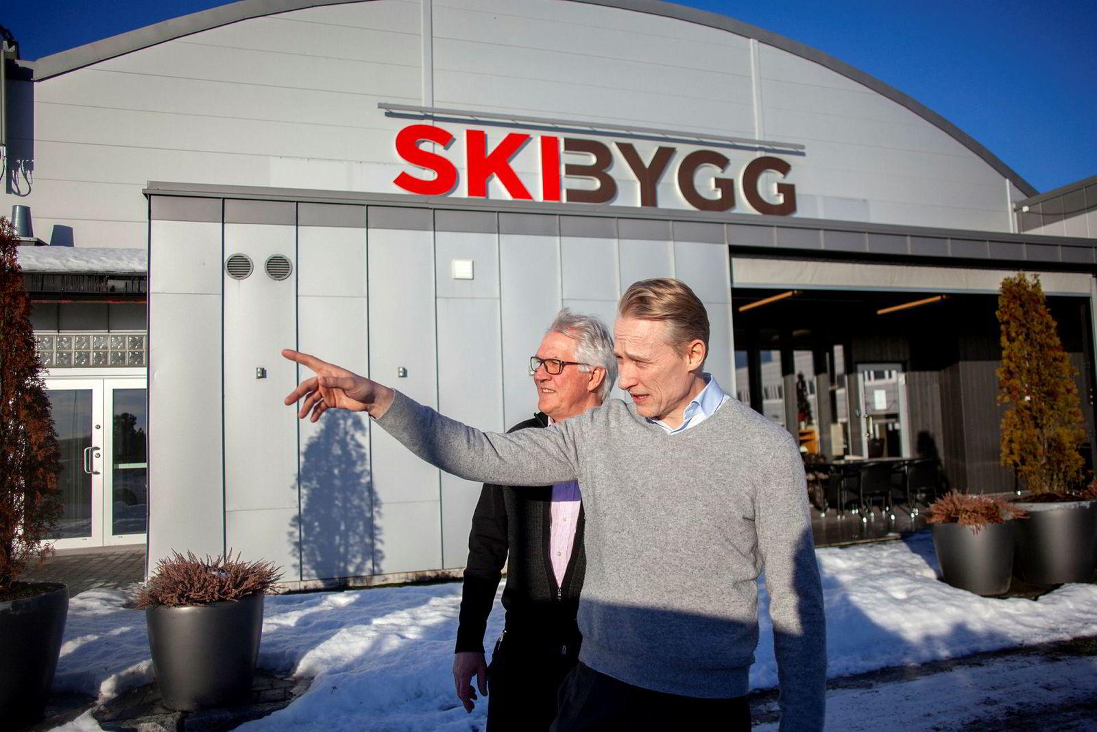Vi har savnet en sterkere posisjon i denne regionen, sier konsernsjef Mikkel Sandvik i Mestergruppen til høyre. Ved hans side står administrerende direktør Ingar Norum i Ski Bygg.
