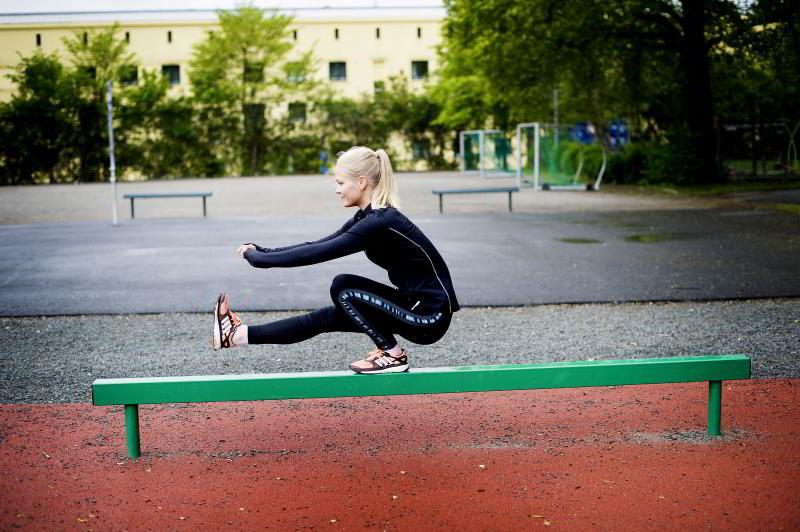 PISTOL SQUAT: Utfordrer balanse og muskulaturen i beina.