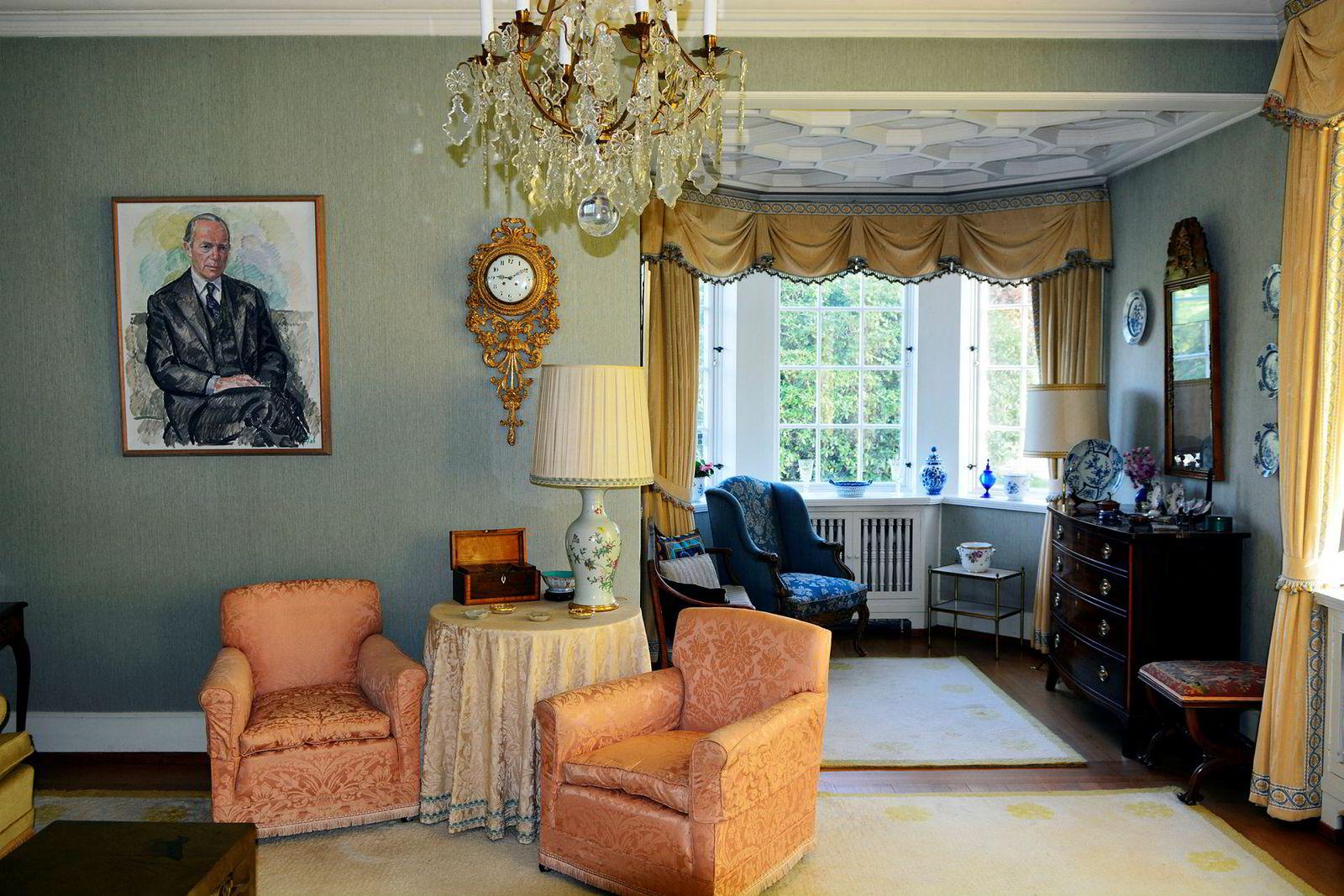 Det 101 år gamle herskapelige huset er ikke blitt oppgradert i nevneverdig grad de siste 40 årene. Her et bilde fra en av stuene.