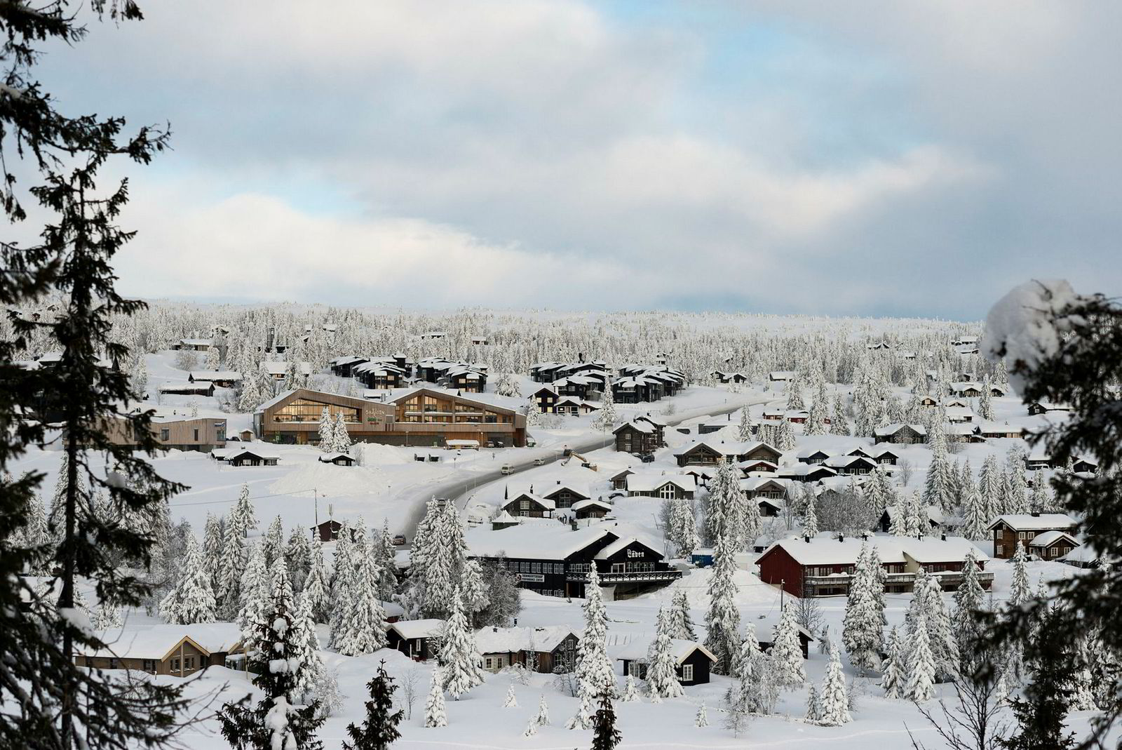 Underskriftskampanje, fakkeltog og advokatkrangel. Velkommen til Sjusjøen, landets mest populære hytteparadis.