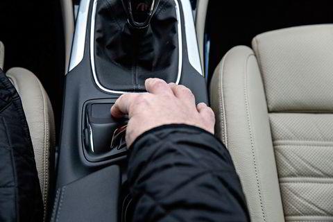 Brukervennlighet er også noe som testes ut av juryen. Ikke alle var komfortable med museplaten i Opel Insignias midtkonsoll.