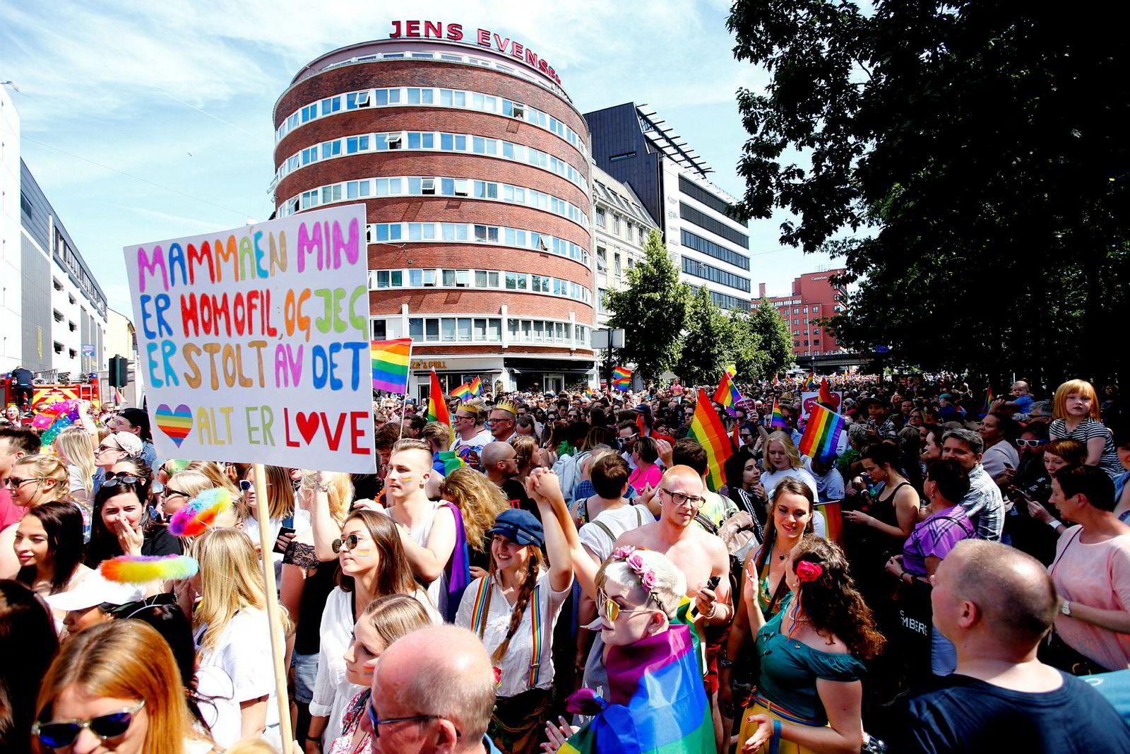 Festivalsjef i Oslo Pride, Fredrik Dreyer, er glad for at Emilie Stordalen reagerte som på kunder som vil boikotte hotellkjeden som følge av støtten til Oslo Pride. Her fra Oslo Prides parade i 2017.
